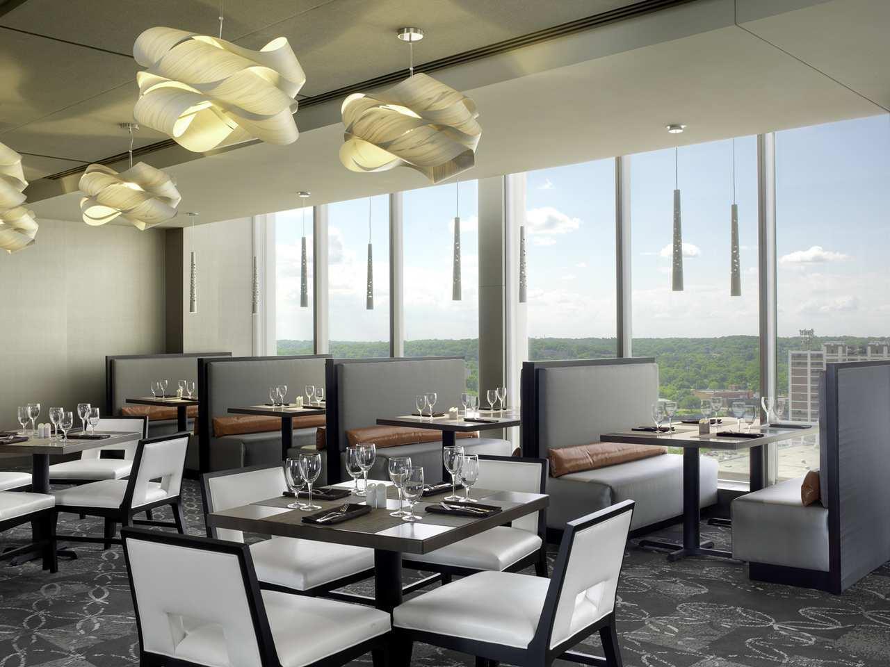 DoubleTree by Hilton Hotel Cedar Rapids Convention Complex image 6