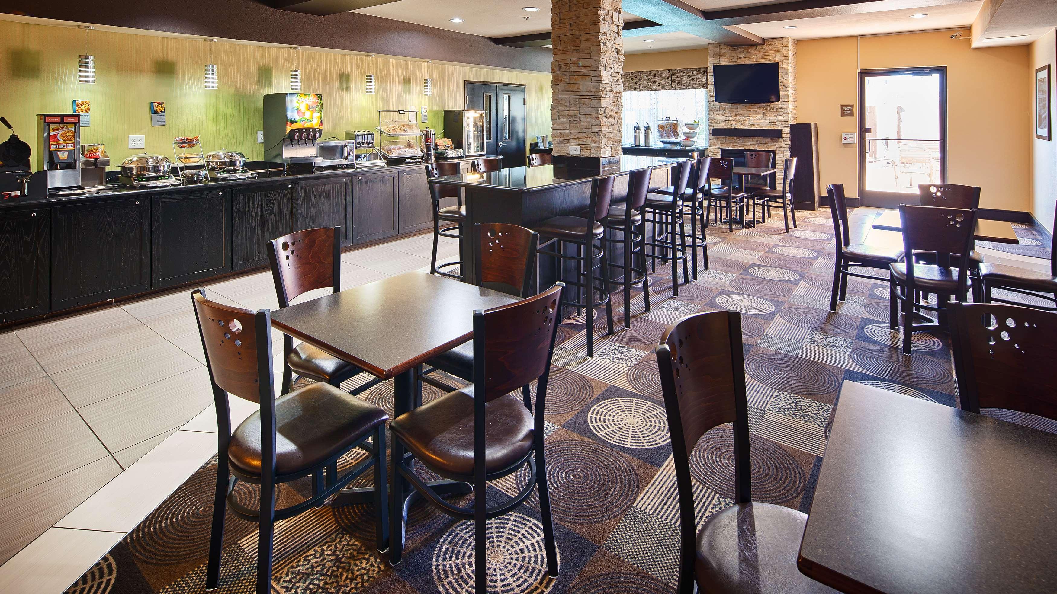 Best Western Plus Arlington North Hotel & Suites image 26