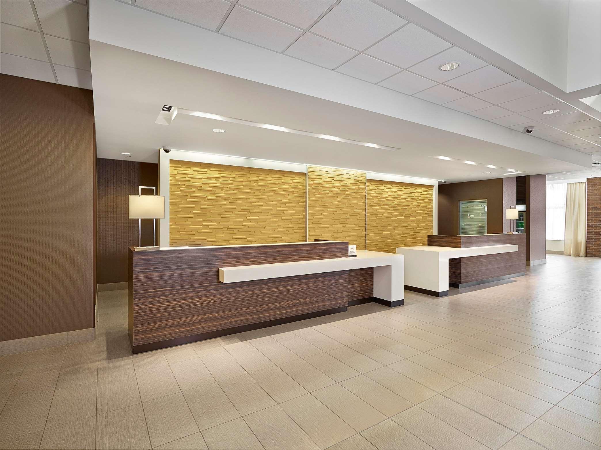DoubleTree by Hilton Hotel West Edmonton in Edmonton: Front Desk