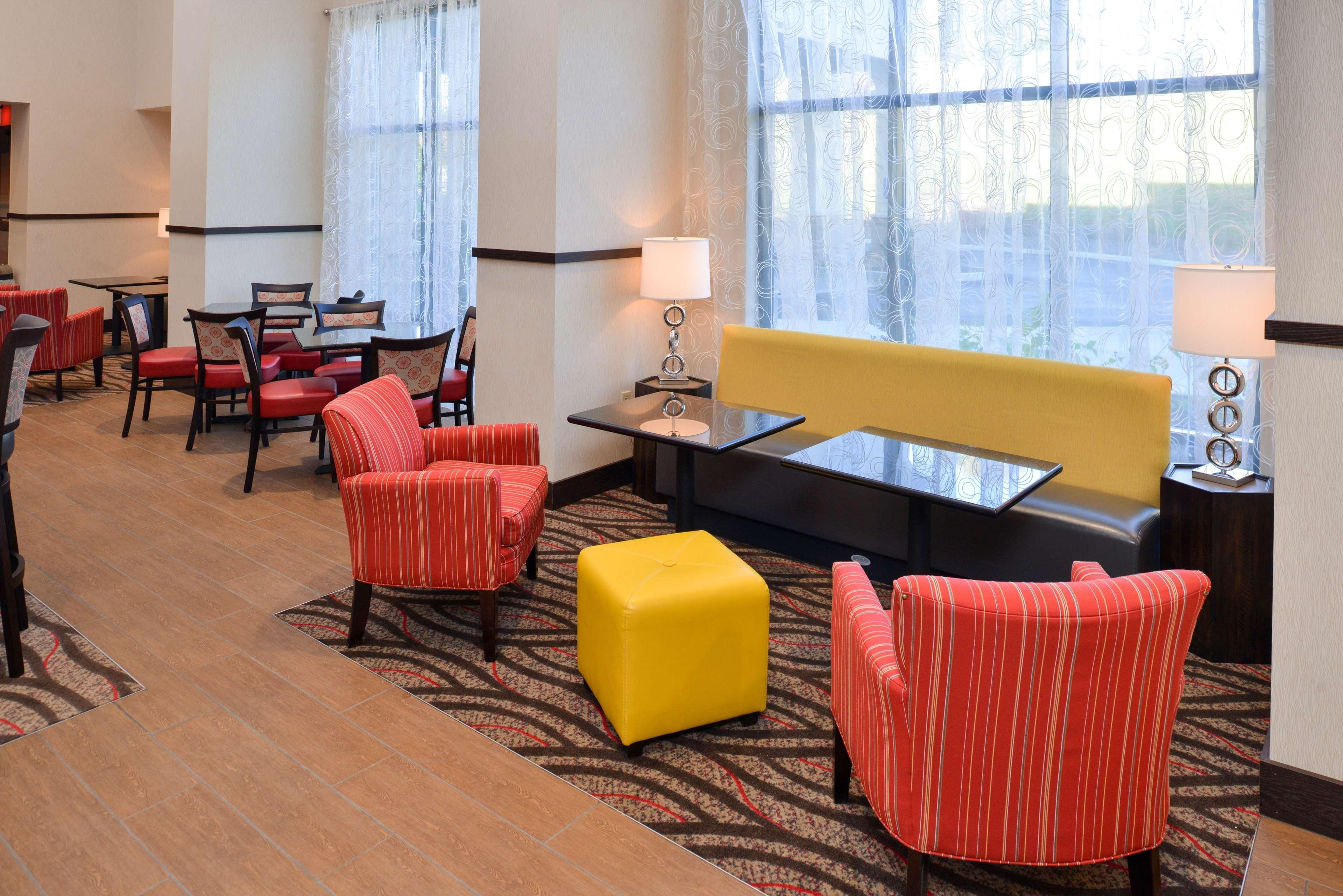 Hampton Inn & Suites California University-Pittsburgh image 3