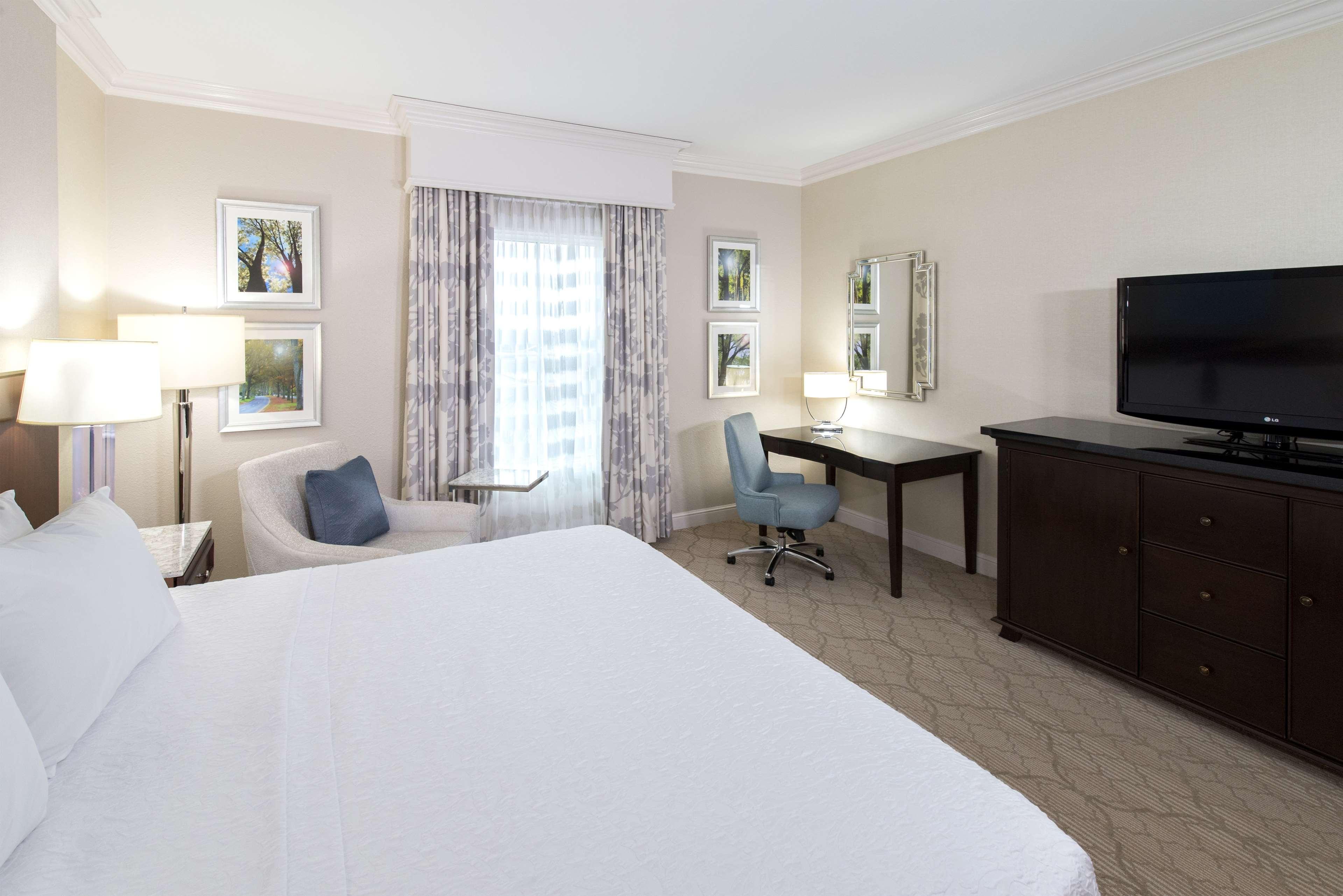 Hampton Inn & Suites Charlotte/South Park at Phillips Place image 25