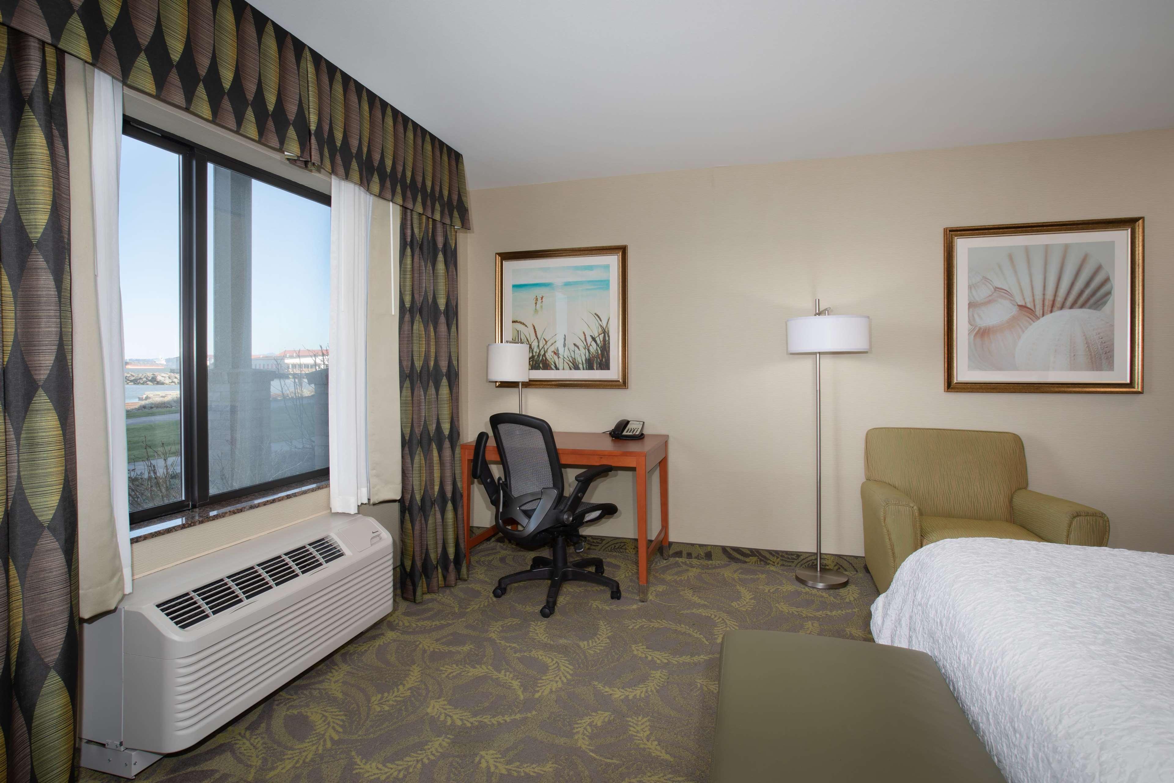 Hampton Inn & Suites Astoria image 54