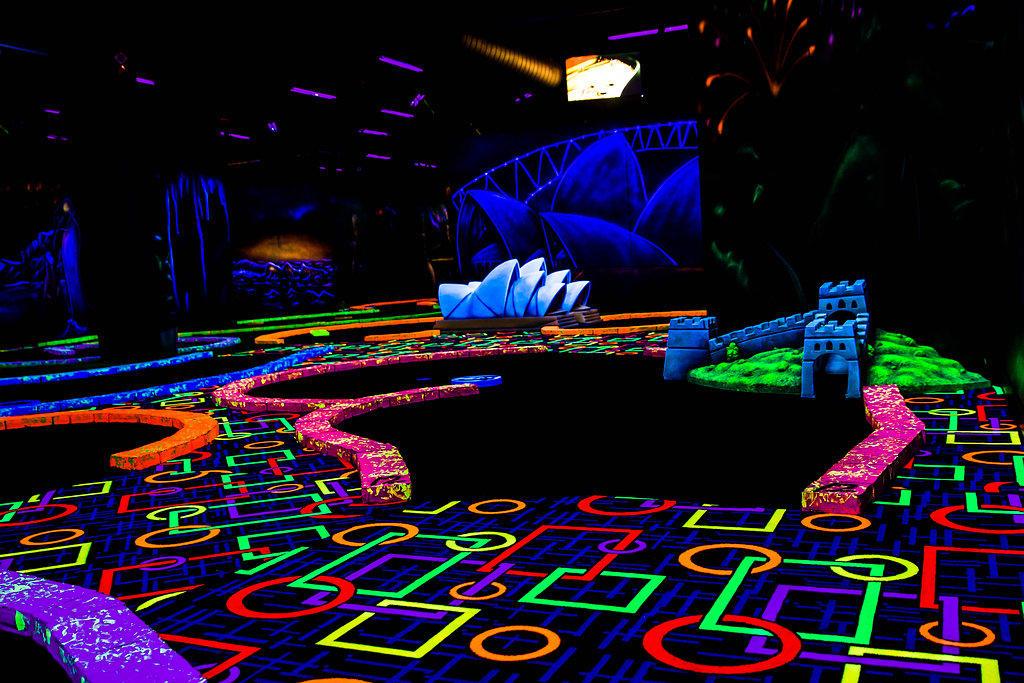 GLO Mini Golf |Arcade | Virtual Reality | Ice Cream Bar image 3