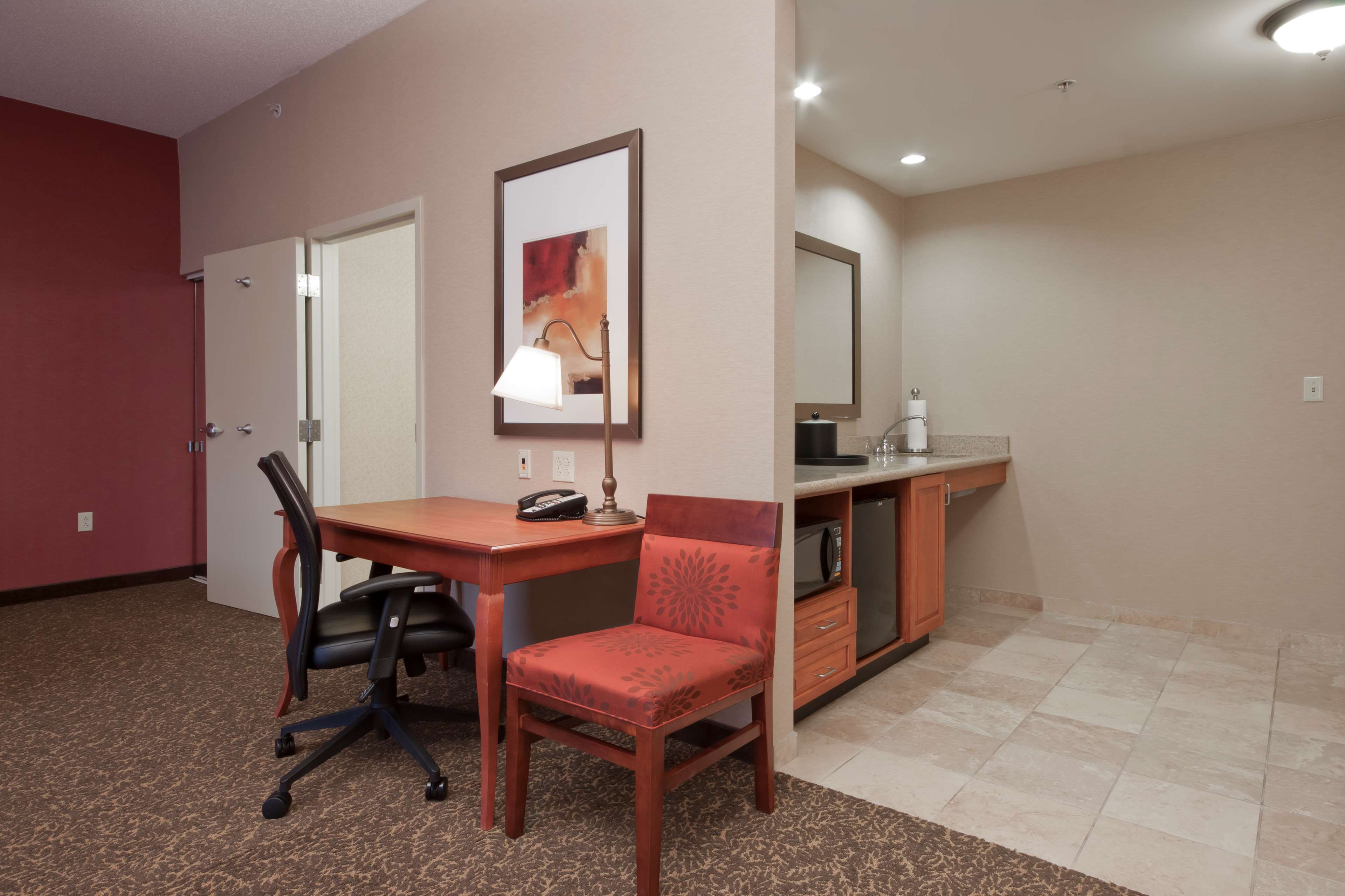 Hampton Inn & Suites Pittsburgh-Downtown image 20