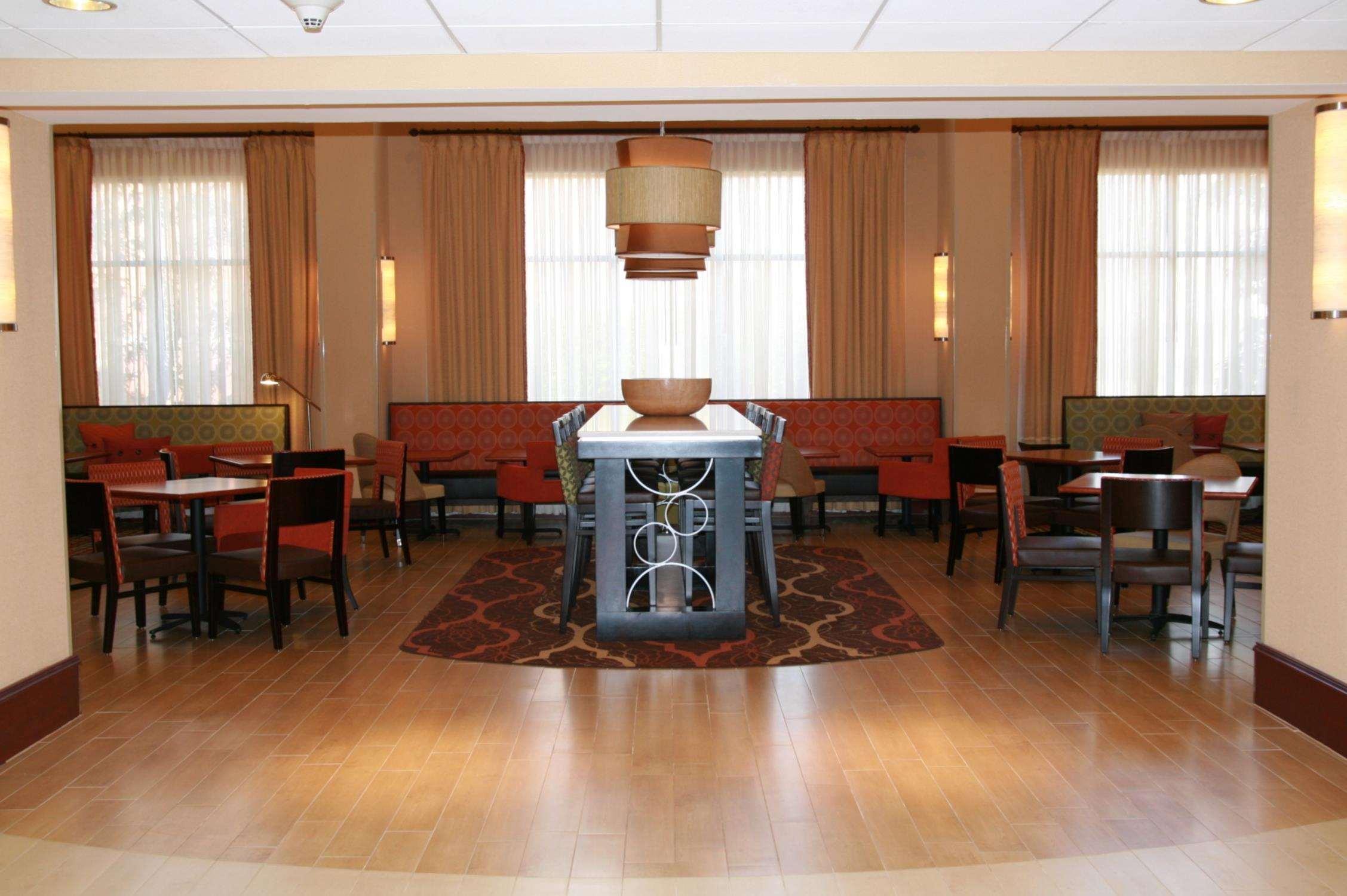 Hampton Inn & Suites Spartanburg-I-26-Westgate Mall image 6