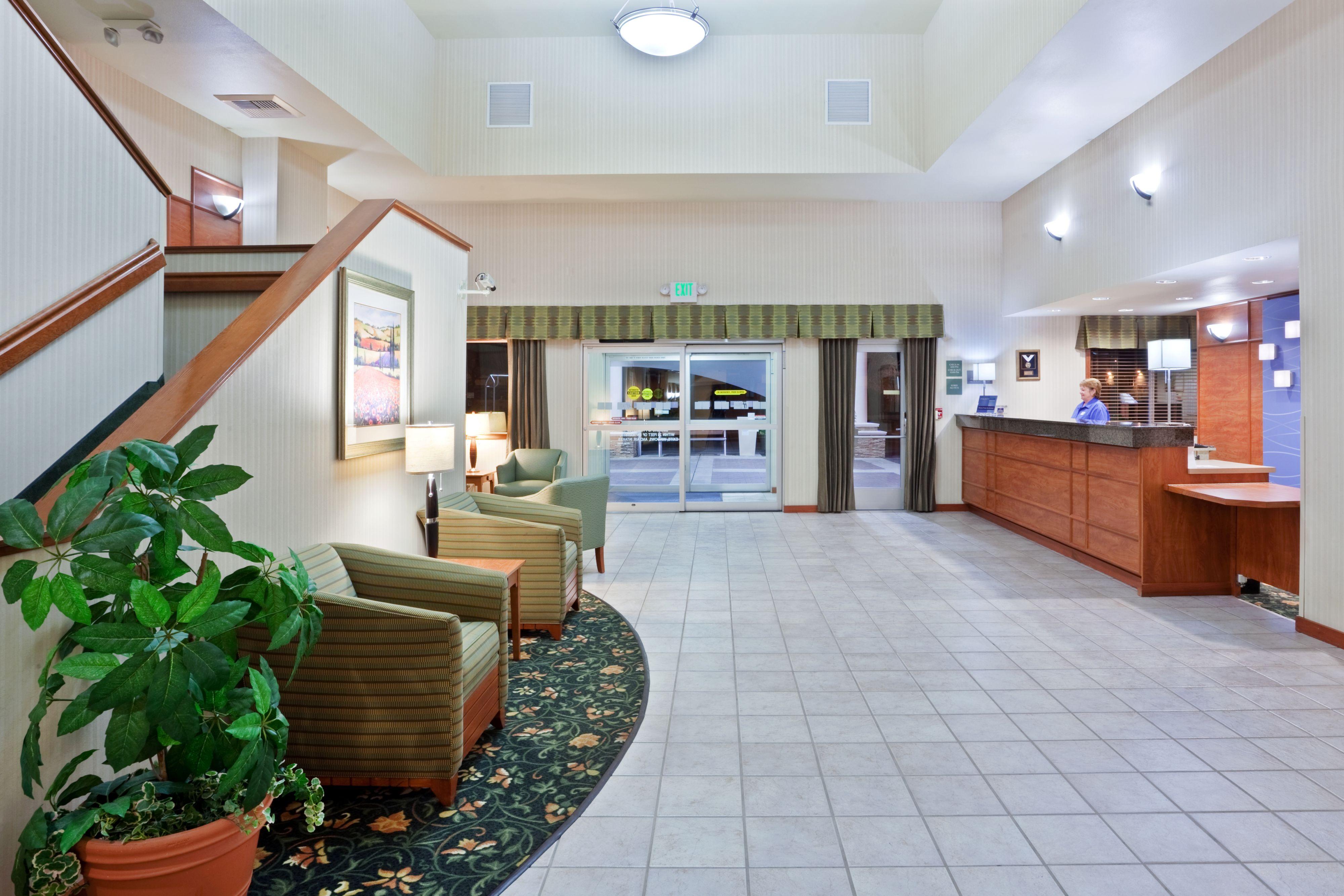 Holiday Inn Express & Suites Burlington image 7