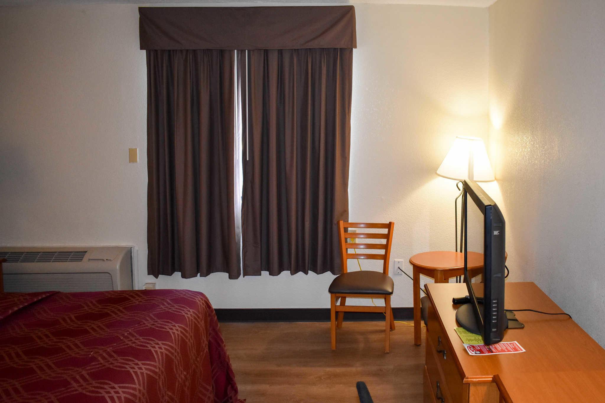 Econo Lodge Inn & Suites - Closed image 12