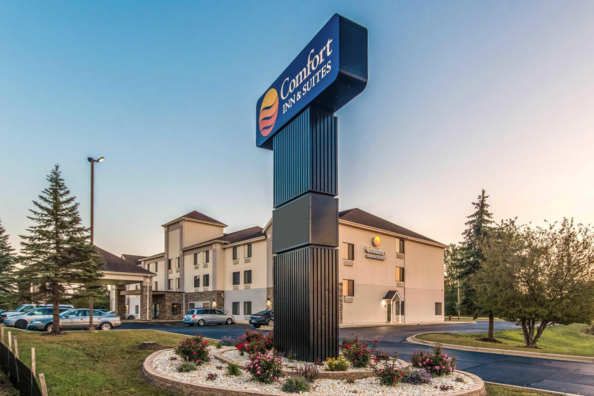 Comfort Inn & Suites North Aurora - Naperville image 0