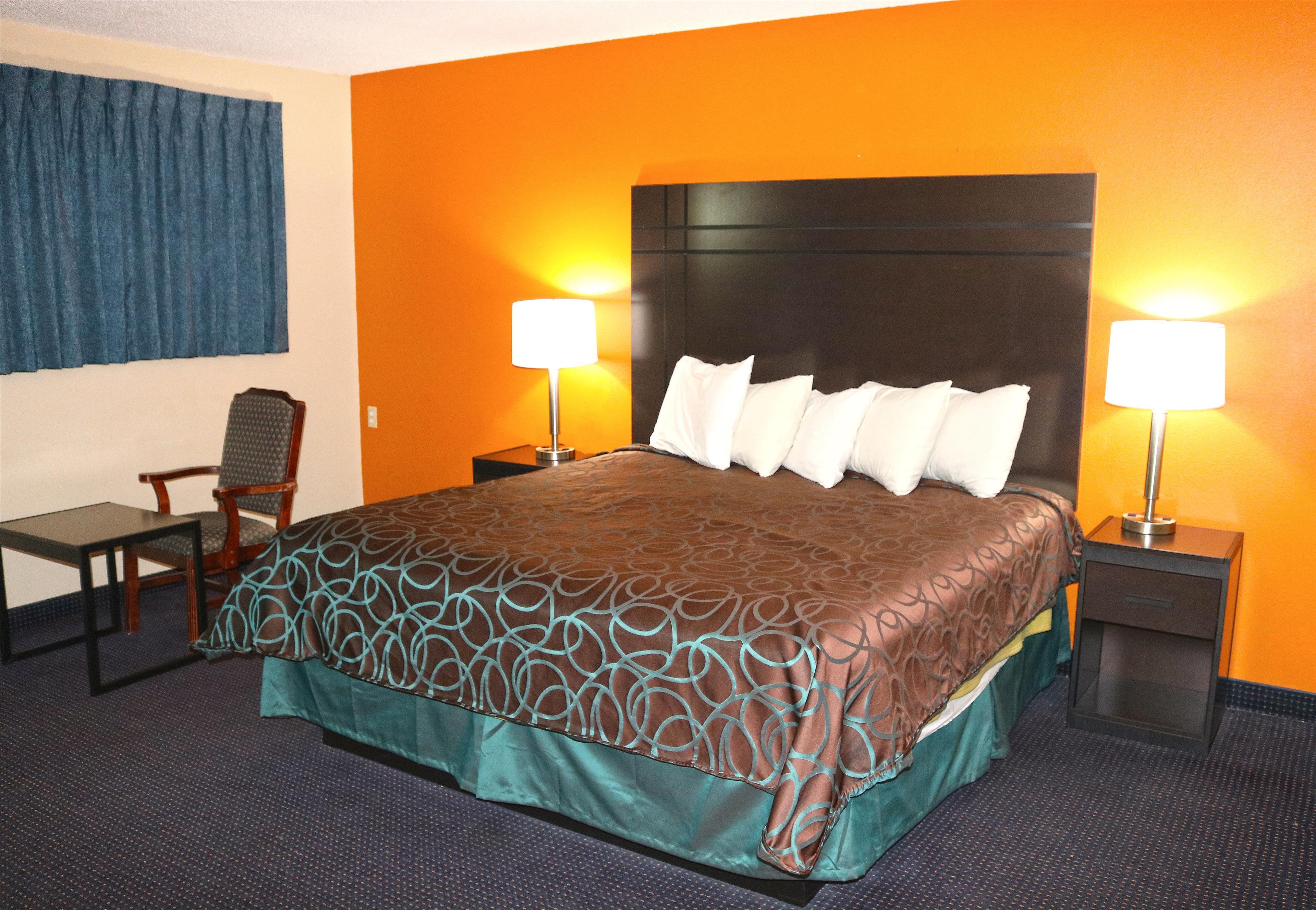 Americas Best Value Inn - Giddings image 4