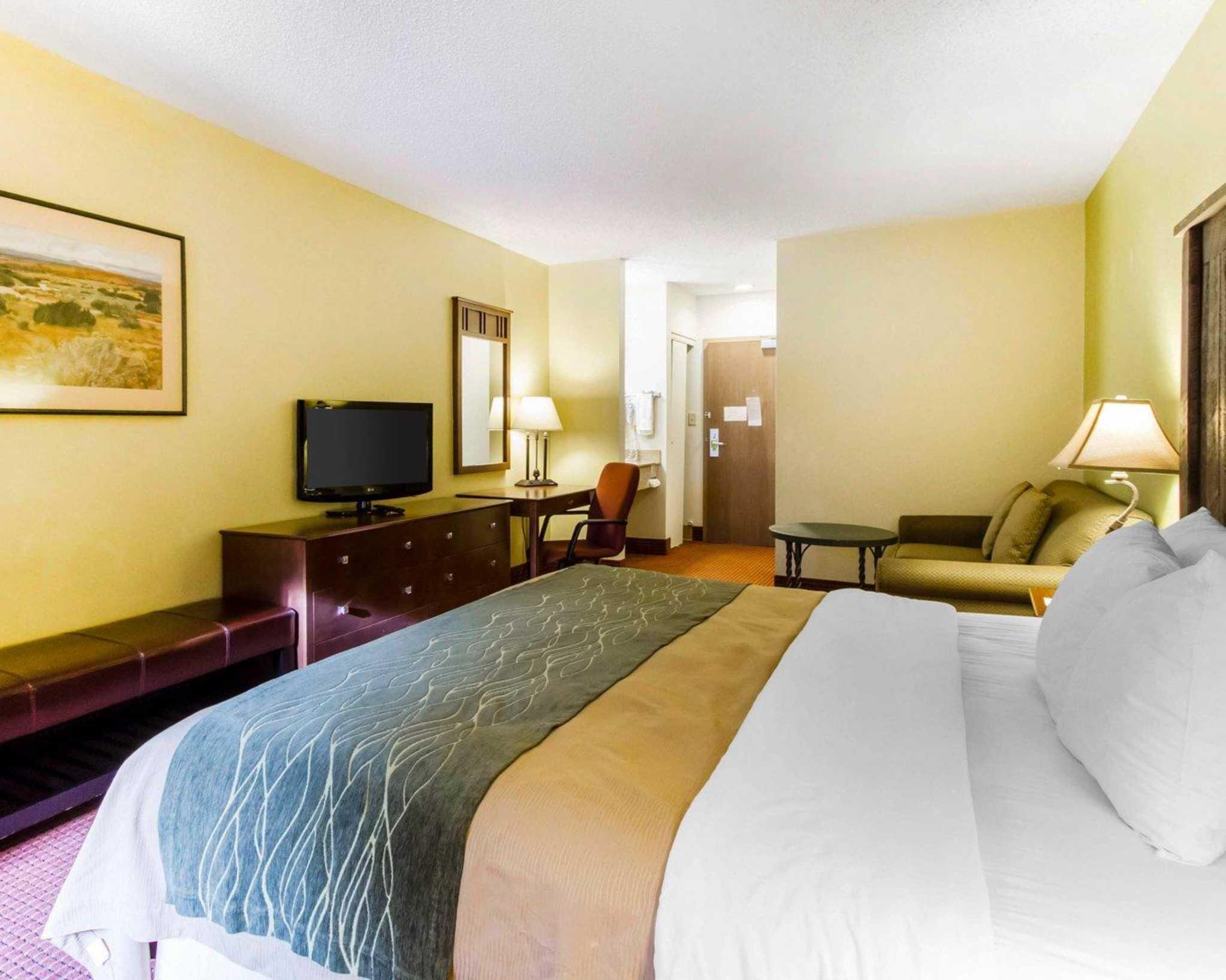 Comfort Inn I-17 & I-40 image 20