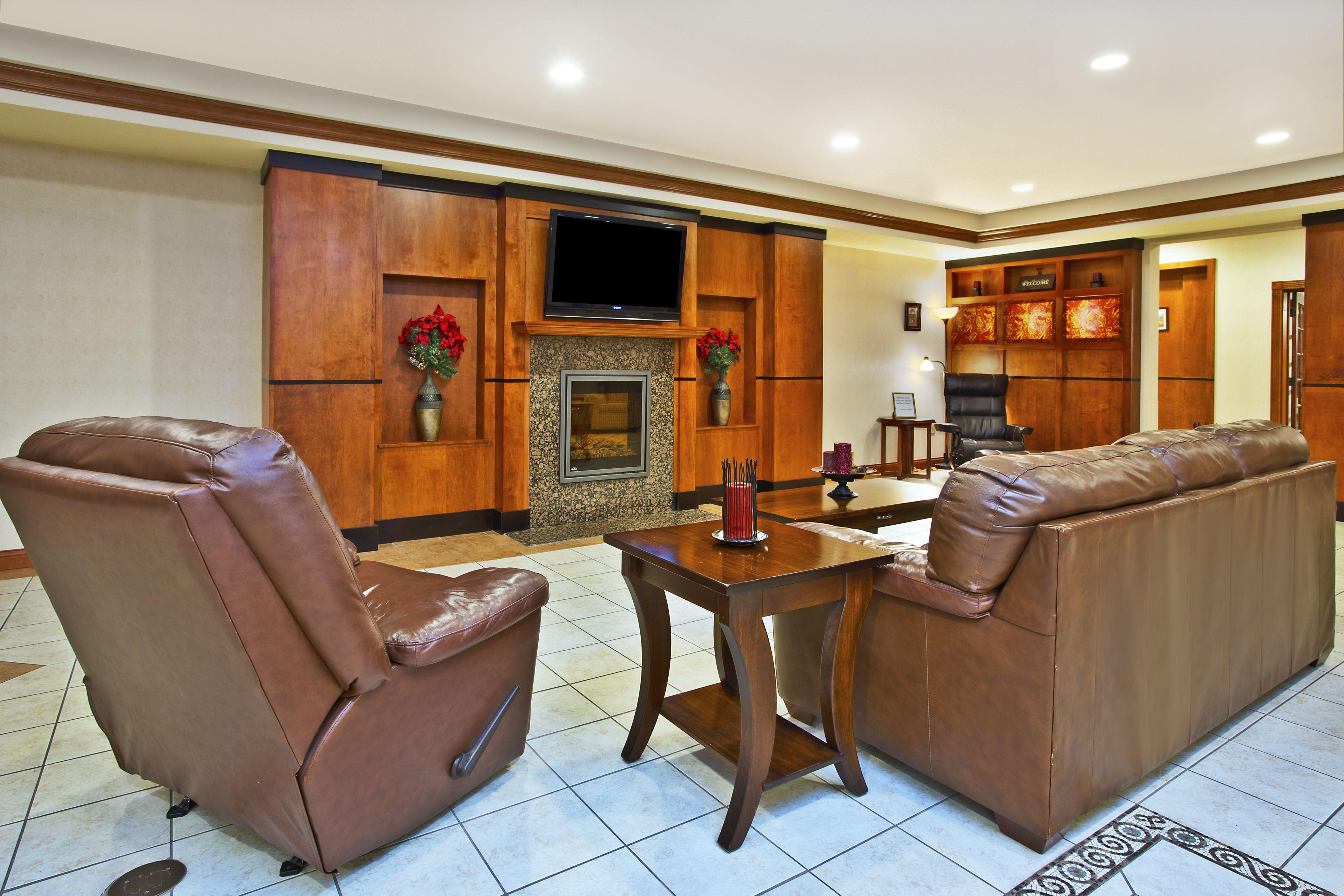 Holiday Inn Express & Suites East Lansing image 5