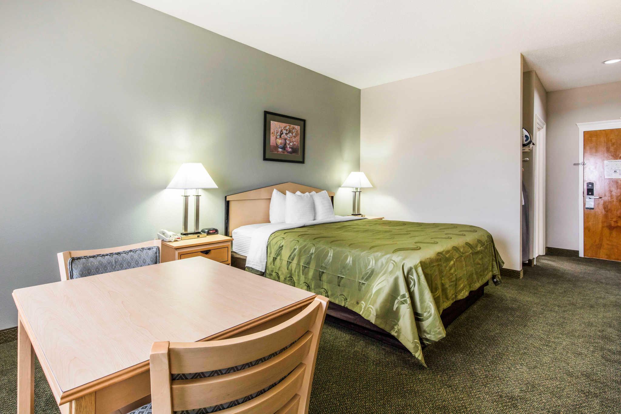 Quality Inn & Suites Jackson Int'l Airport image 12