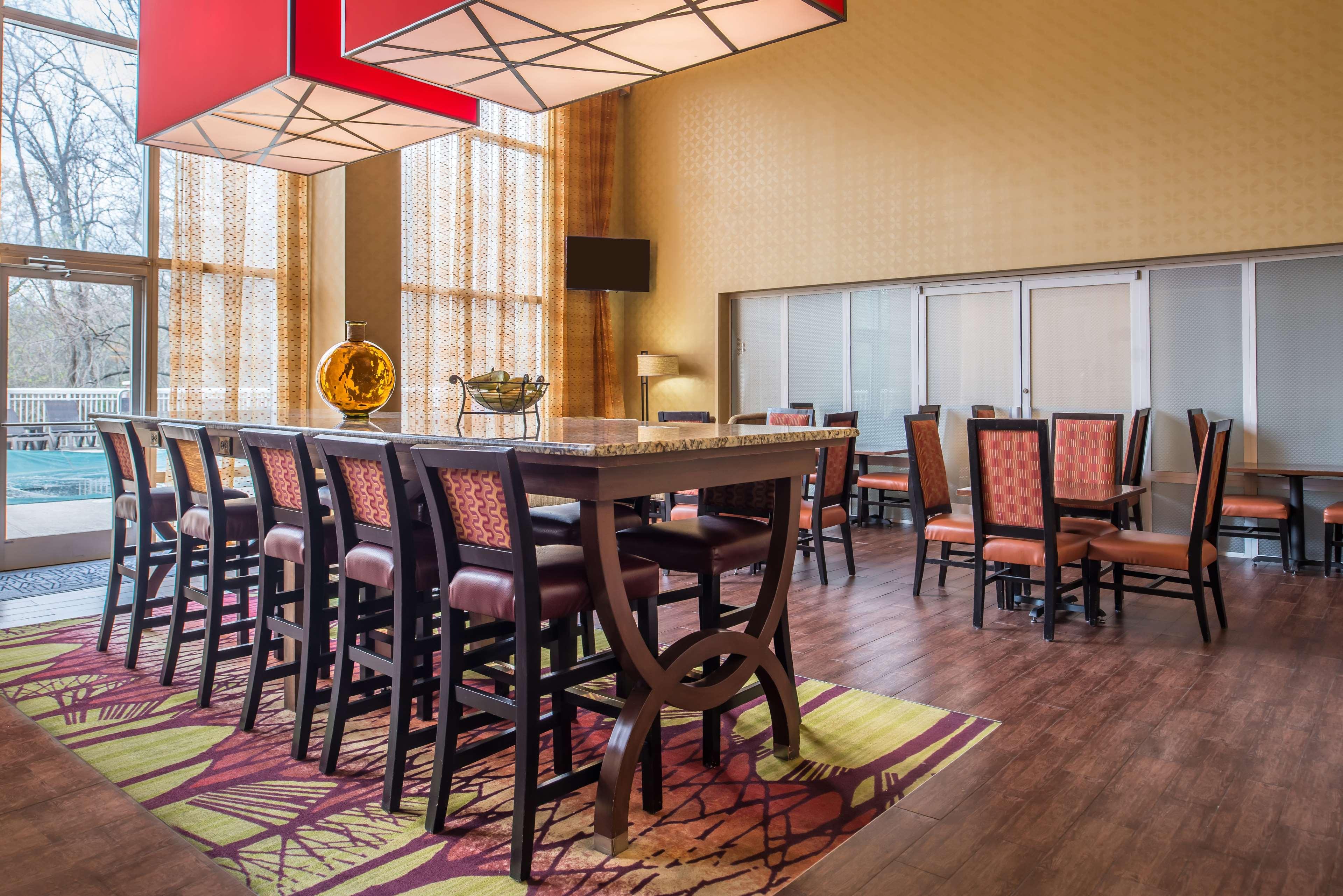 Hampton Inn & Suites Charlotte-Arrowood Rd. image 3
