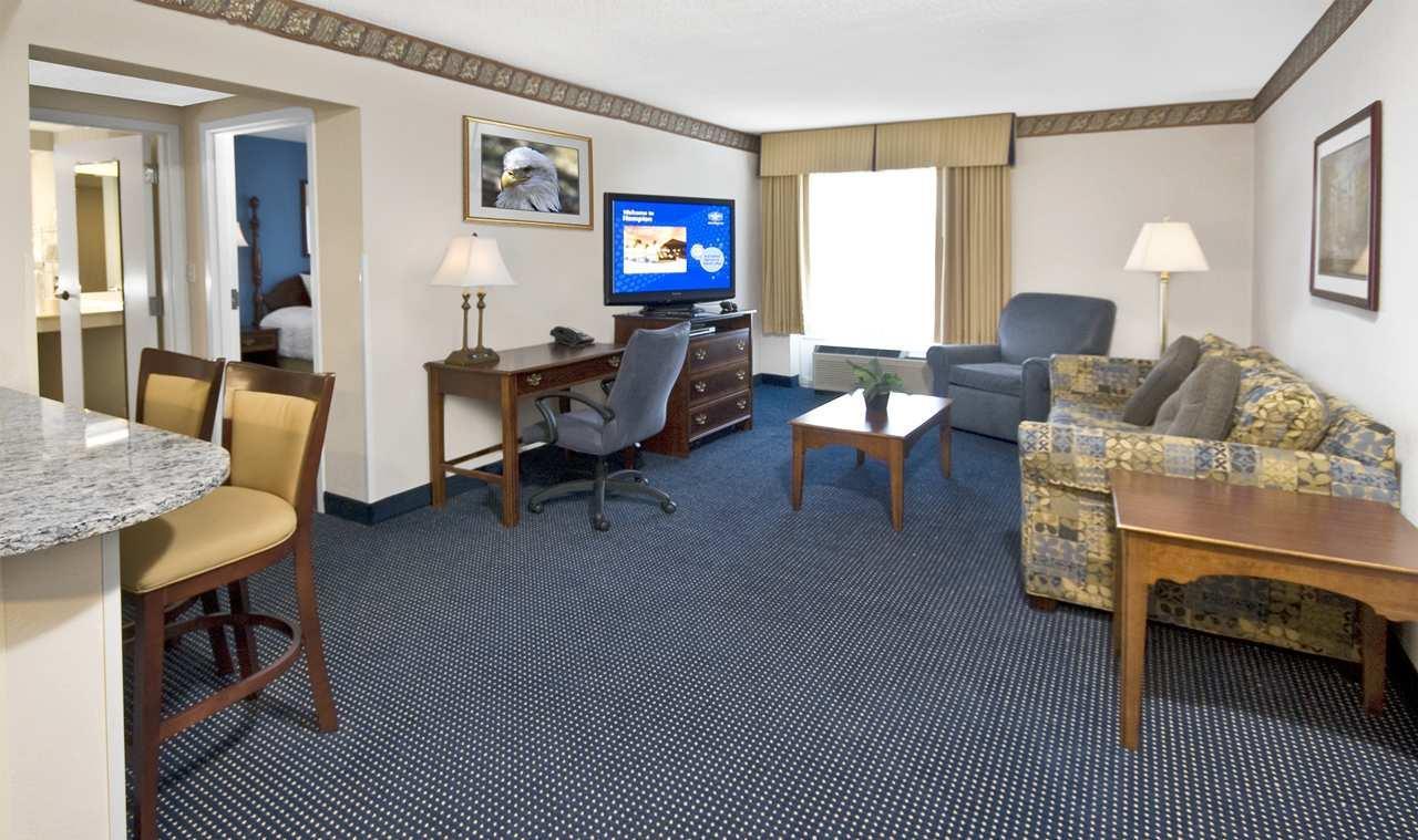 Hampton Inn & Suites Raleigh/Cary I-40 (PNC Arena) image 29