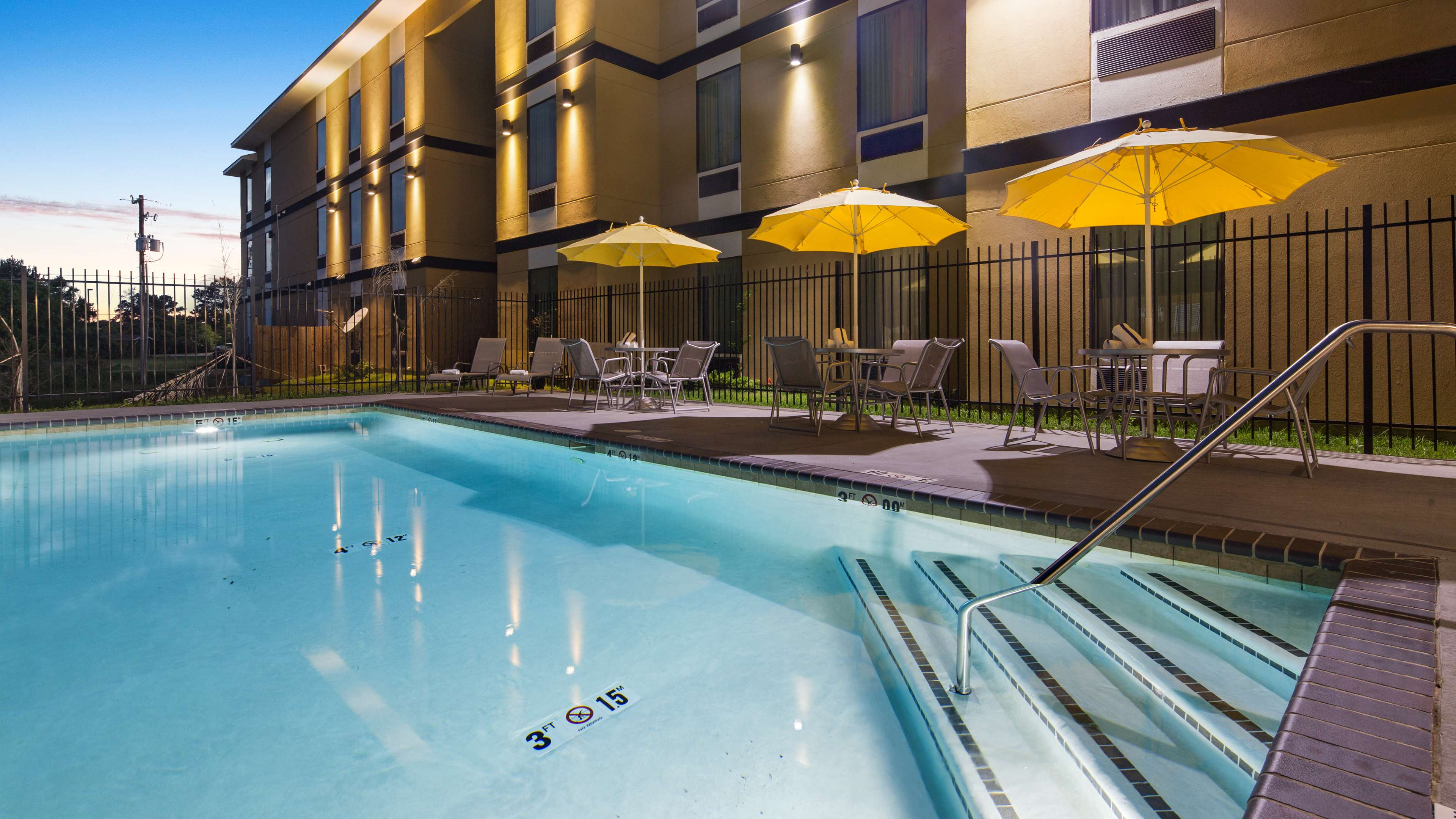 Best Western Plus Regency Park Hotel image 24