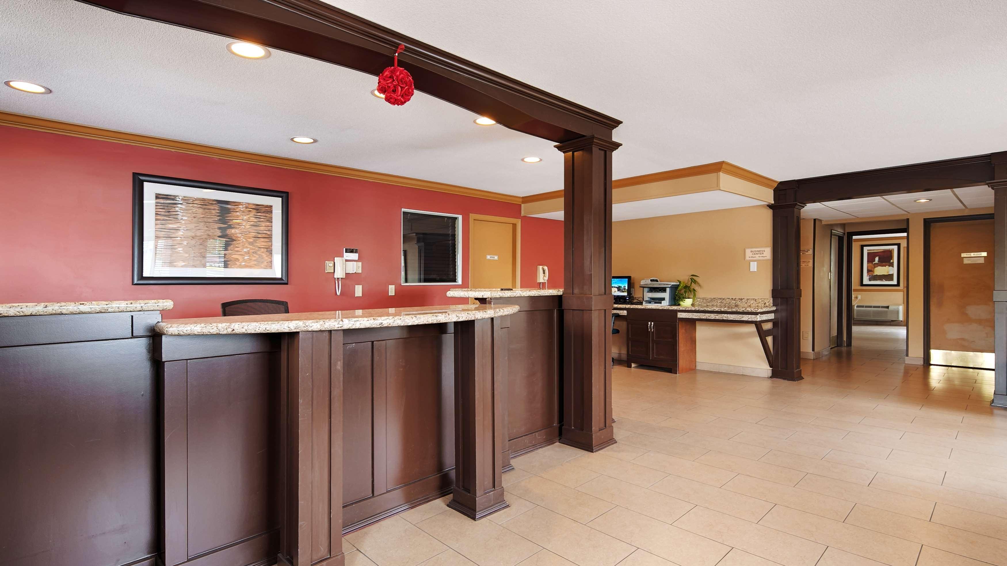 Best Western Maple Ridge Hotel in Maple Ridge: Lobby