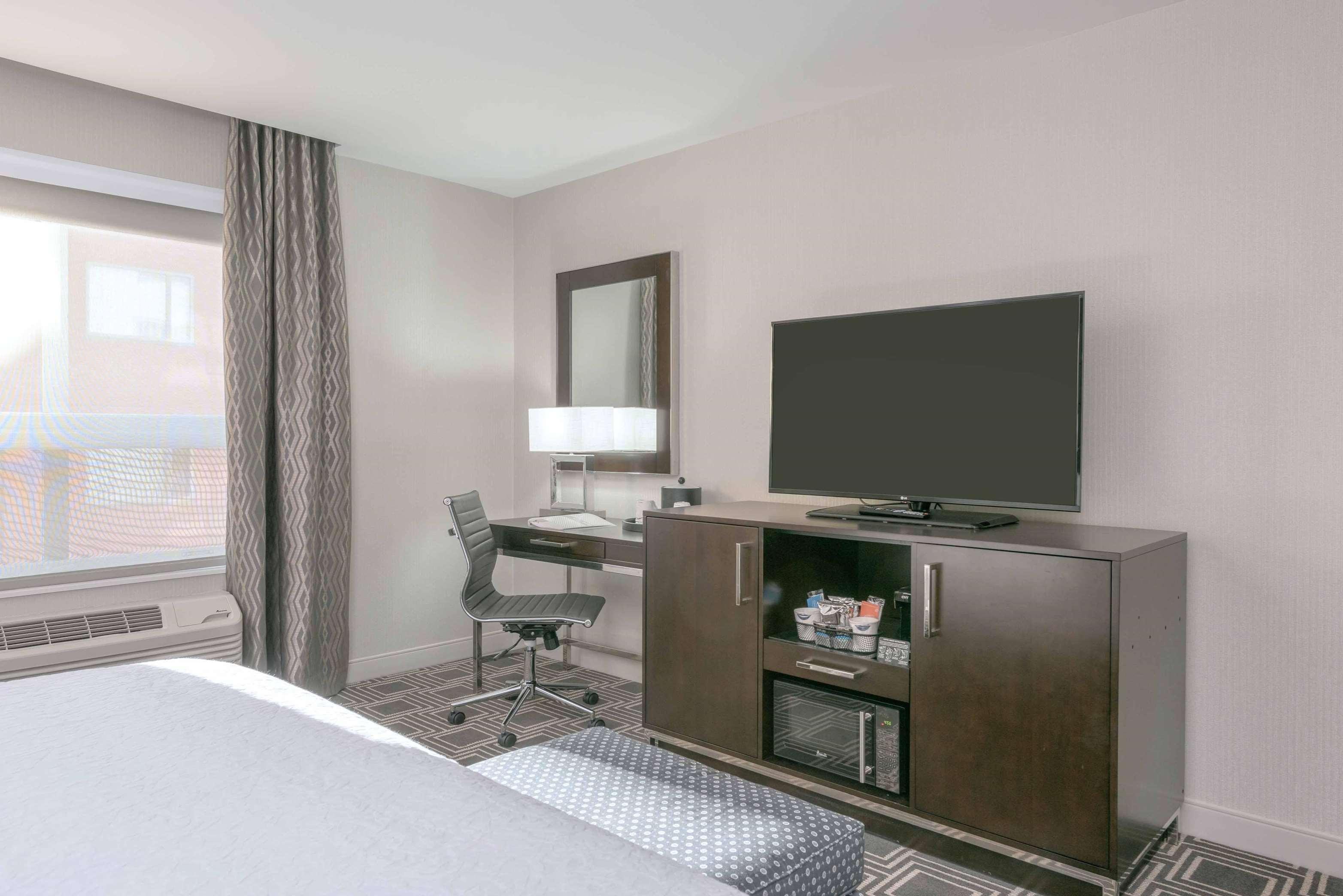 Hampton Inn & Suites Worcester image 11