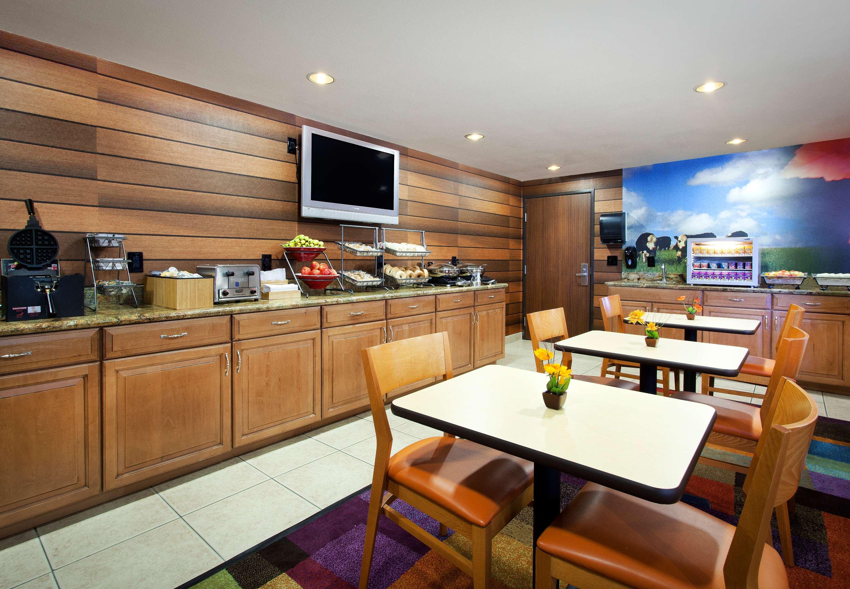 Fairfield Inn & Suites by Marriott Phoenix North image 0