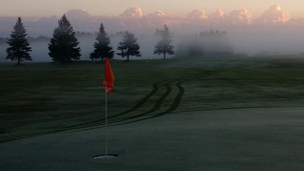 Golf on the Edge image 1