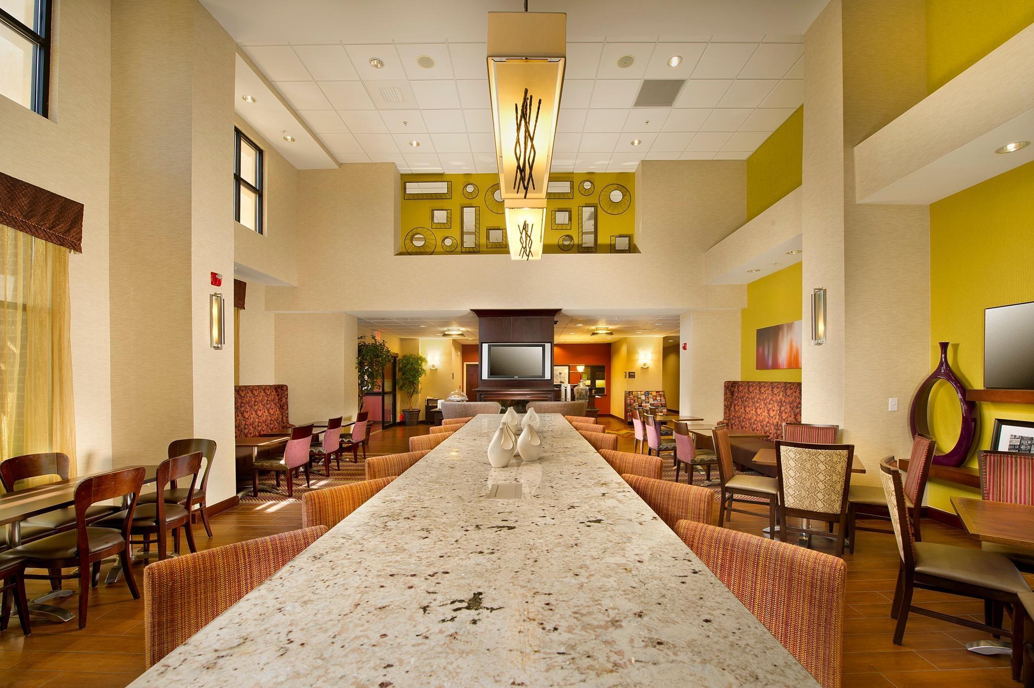 Hampton Inn & Suites San Antonio-Airport image 3