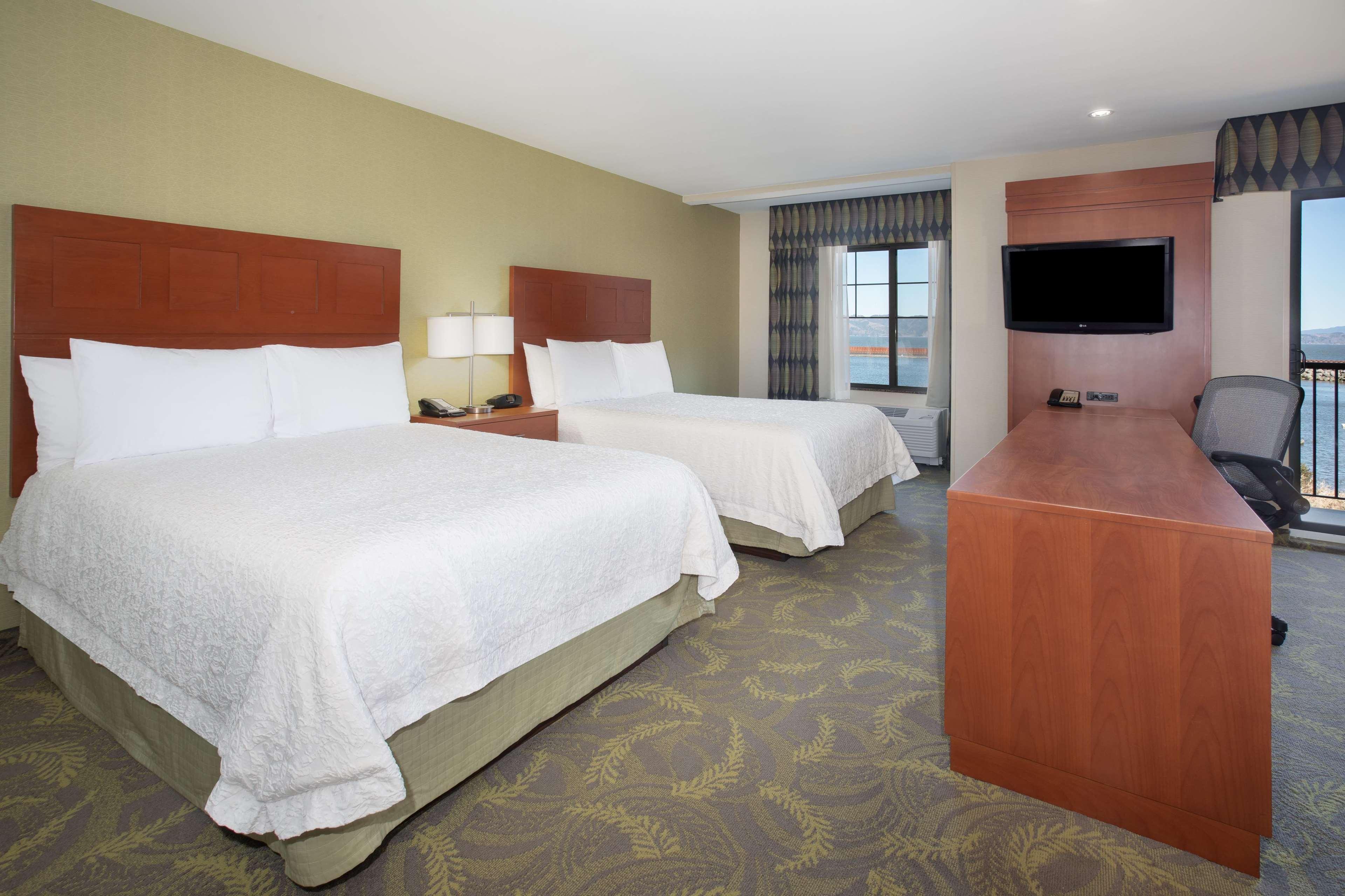 Hampton Inn & Suites Astoria image 57