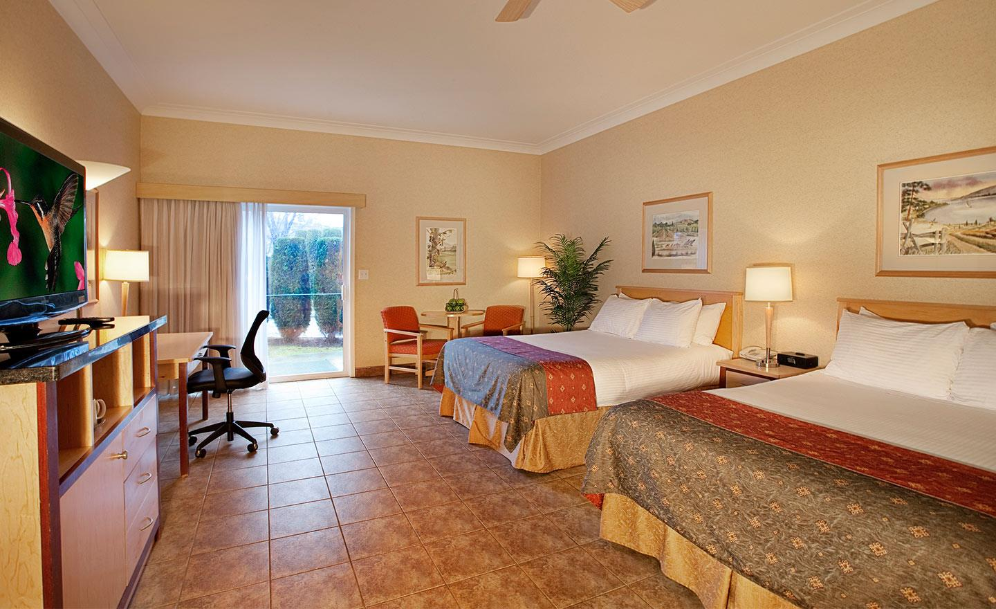 Best Western Plus Kelowna Hotel & Suites in Kelowna: Deluxe Pet Friendly Room