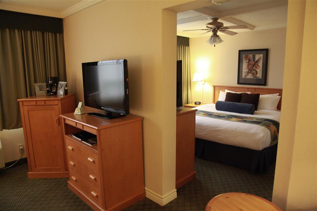 Best Western Plus Barclay Hotel in Port Alberni: Romantic getaway? Try the Honeymoon Suite.