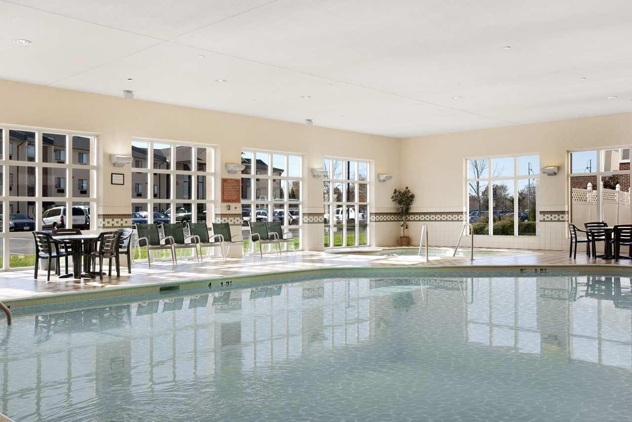 Hampton Inn & Suites Providence/Warwick-Airport image 6