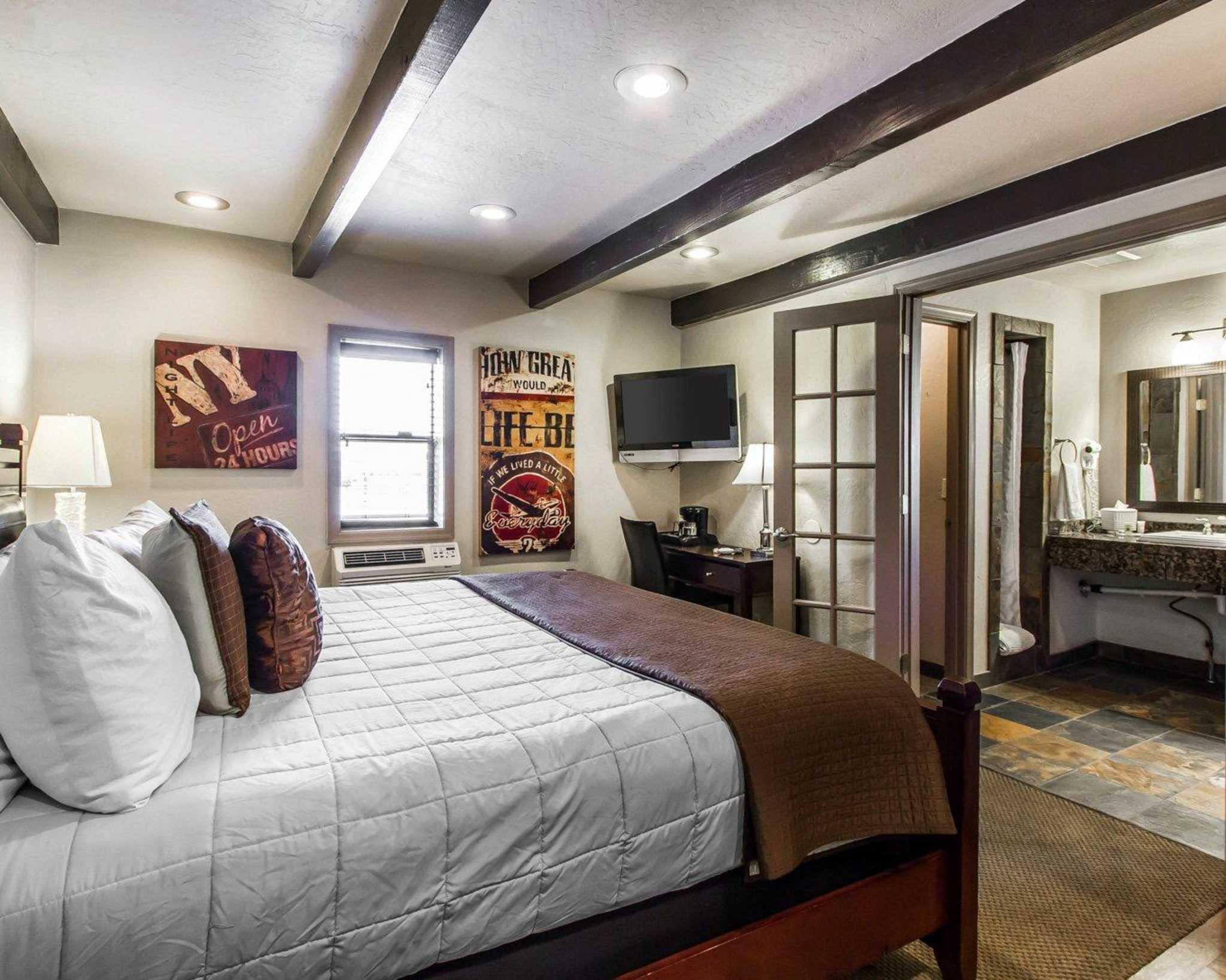 Rodeway Inn & Suites Downtowner-Rte 66 image 26