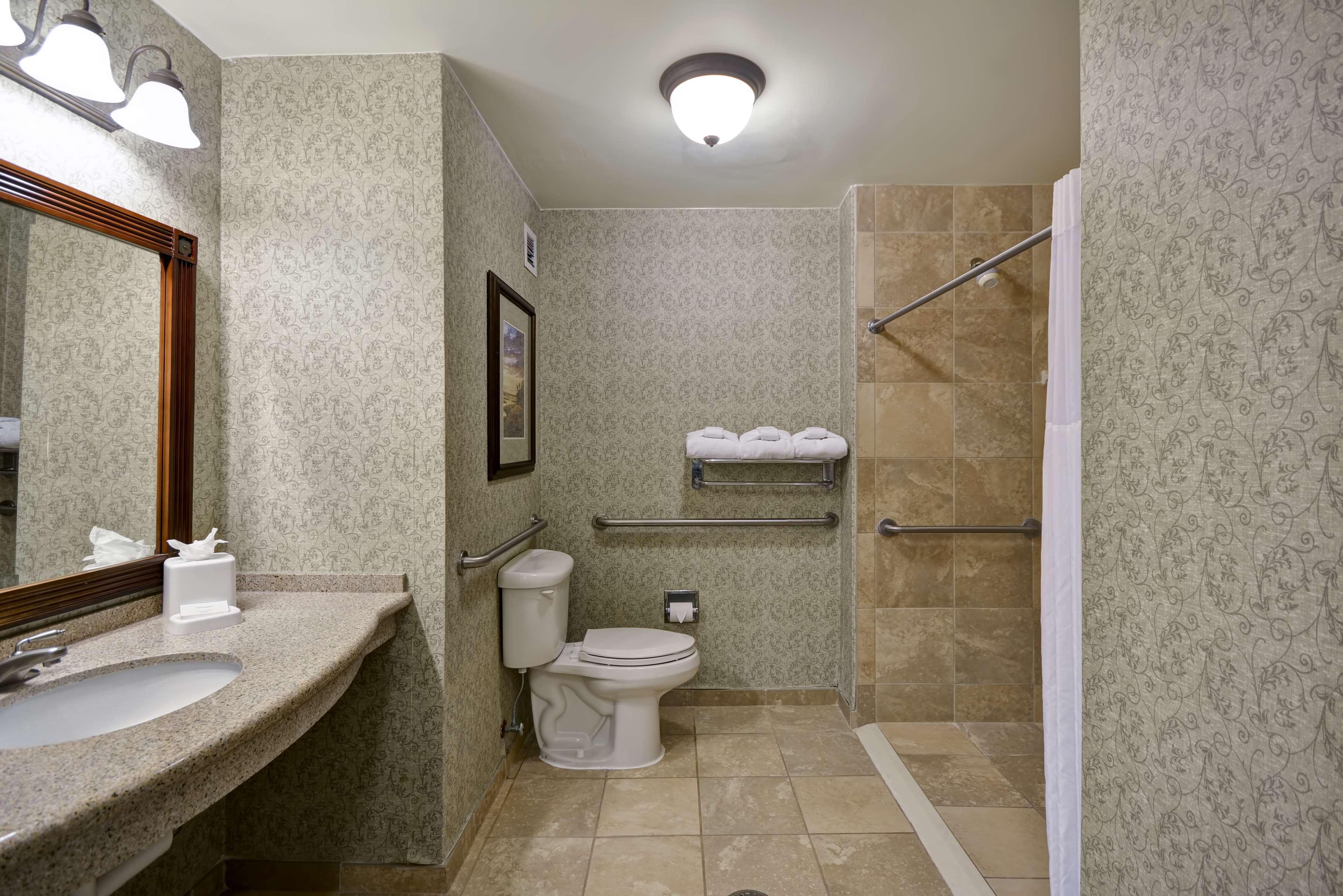 Hampton Inn & Suites Savannah Historic District image 28