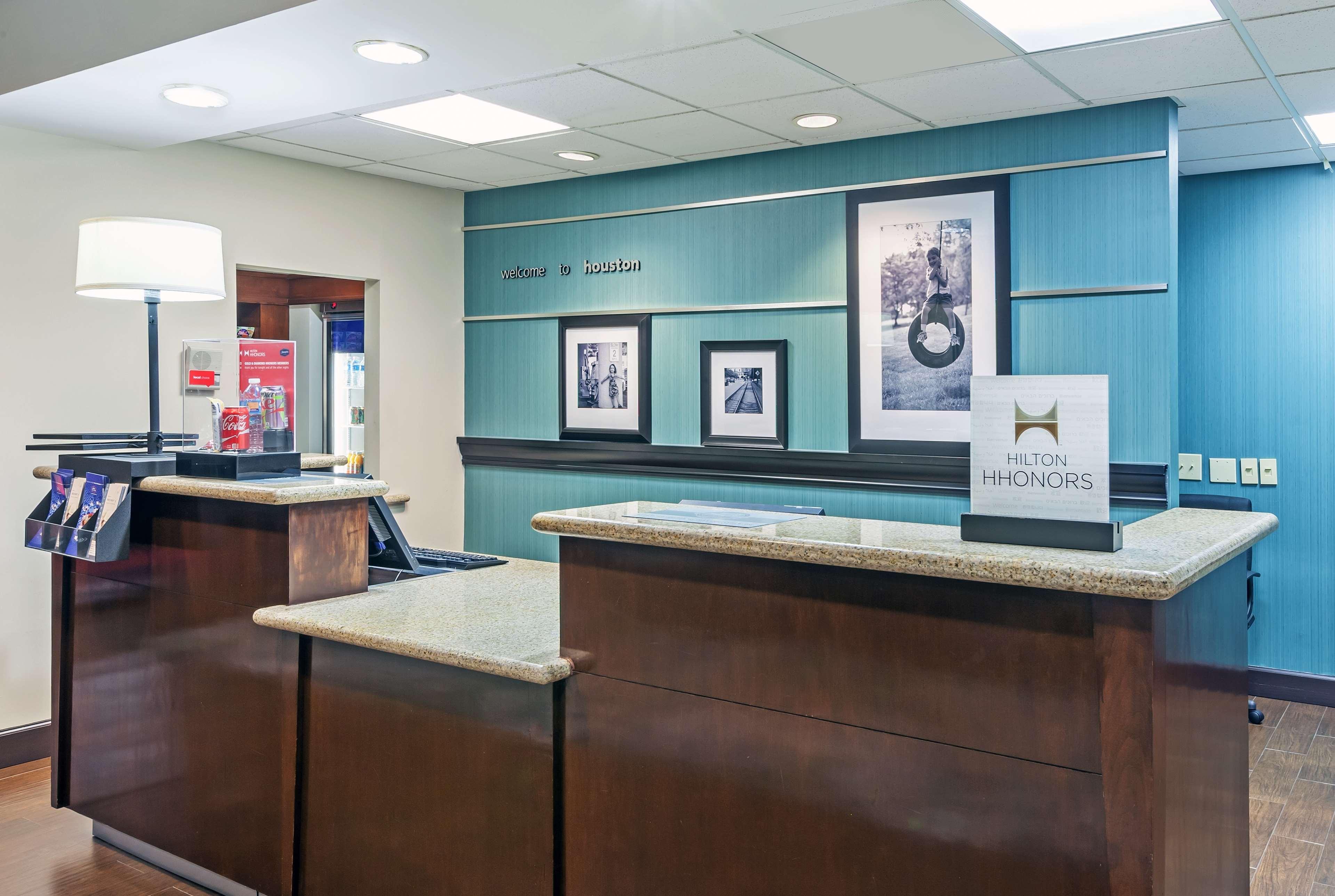 Hampton Inn & Suites Houston-Westchase image 2