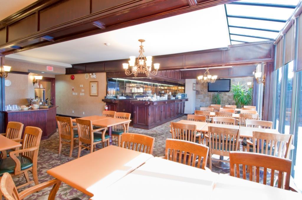 Best Western Chelsea Inn in Coquitlam: Breakfast Room