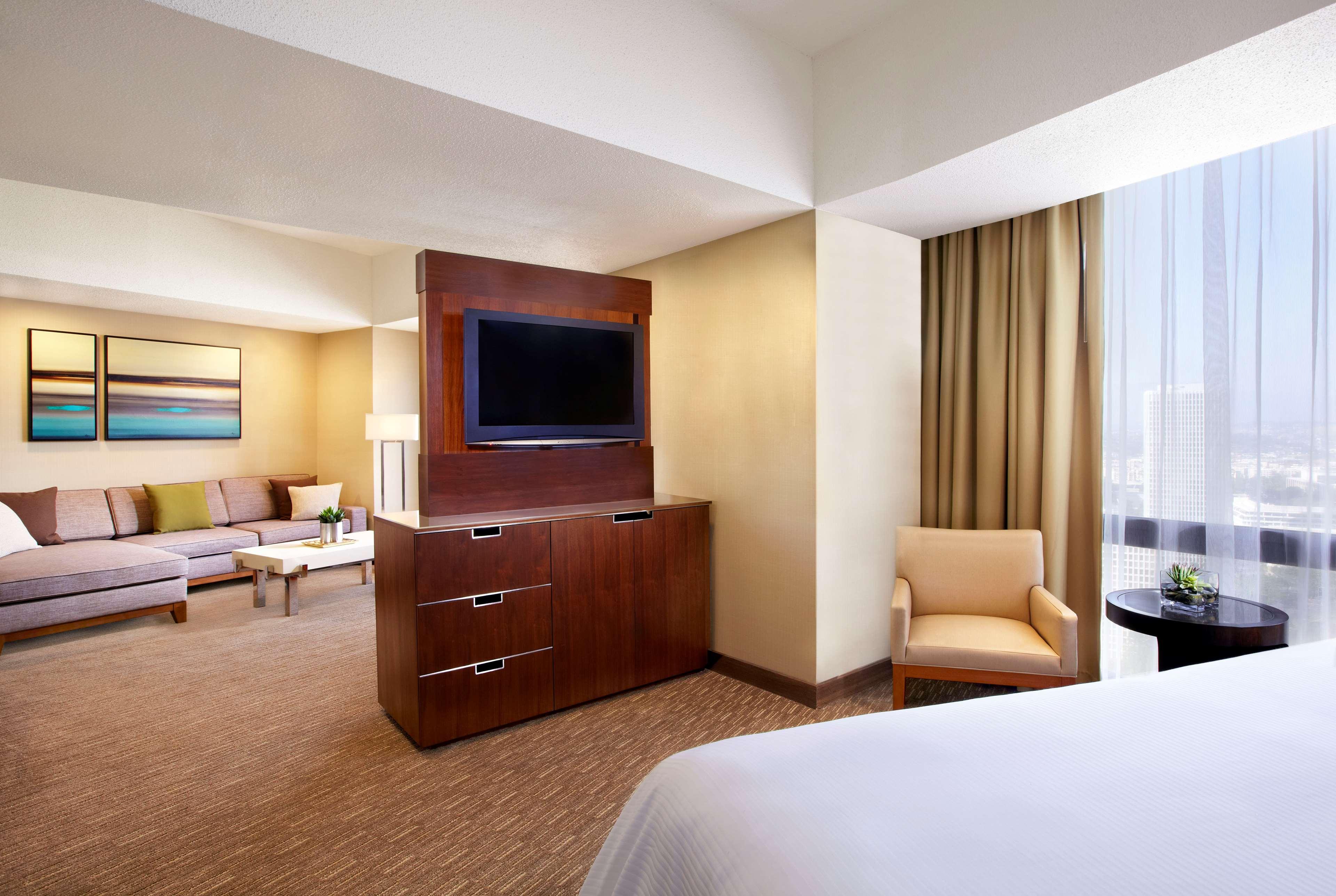 The Westin Bonaventure Hotel & Suites, Los Angeles image 16