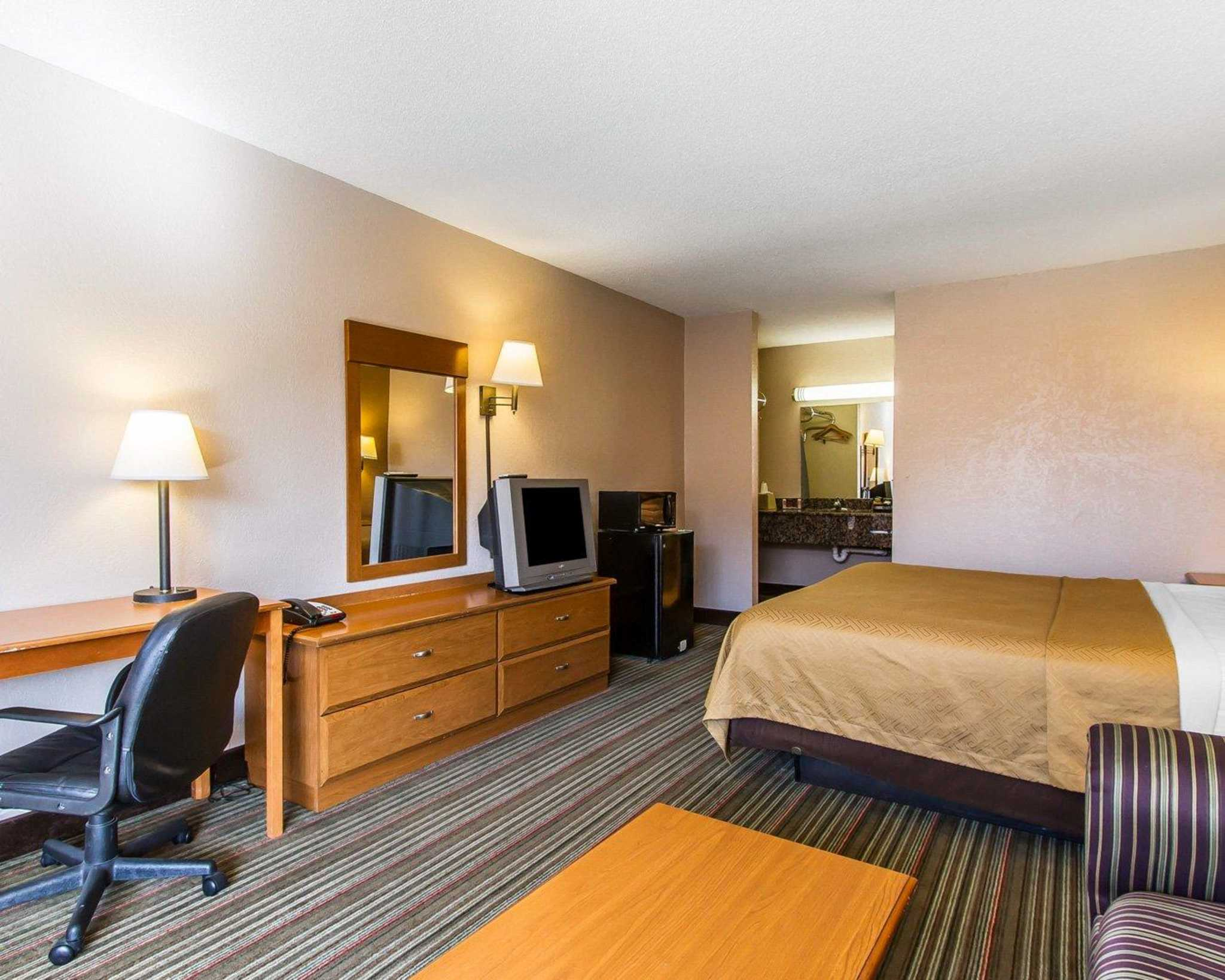 Econo Lodge  Inn & Suites Near Bricktown image 8