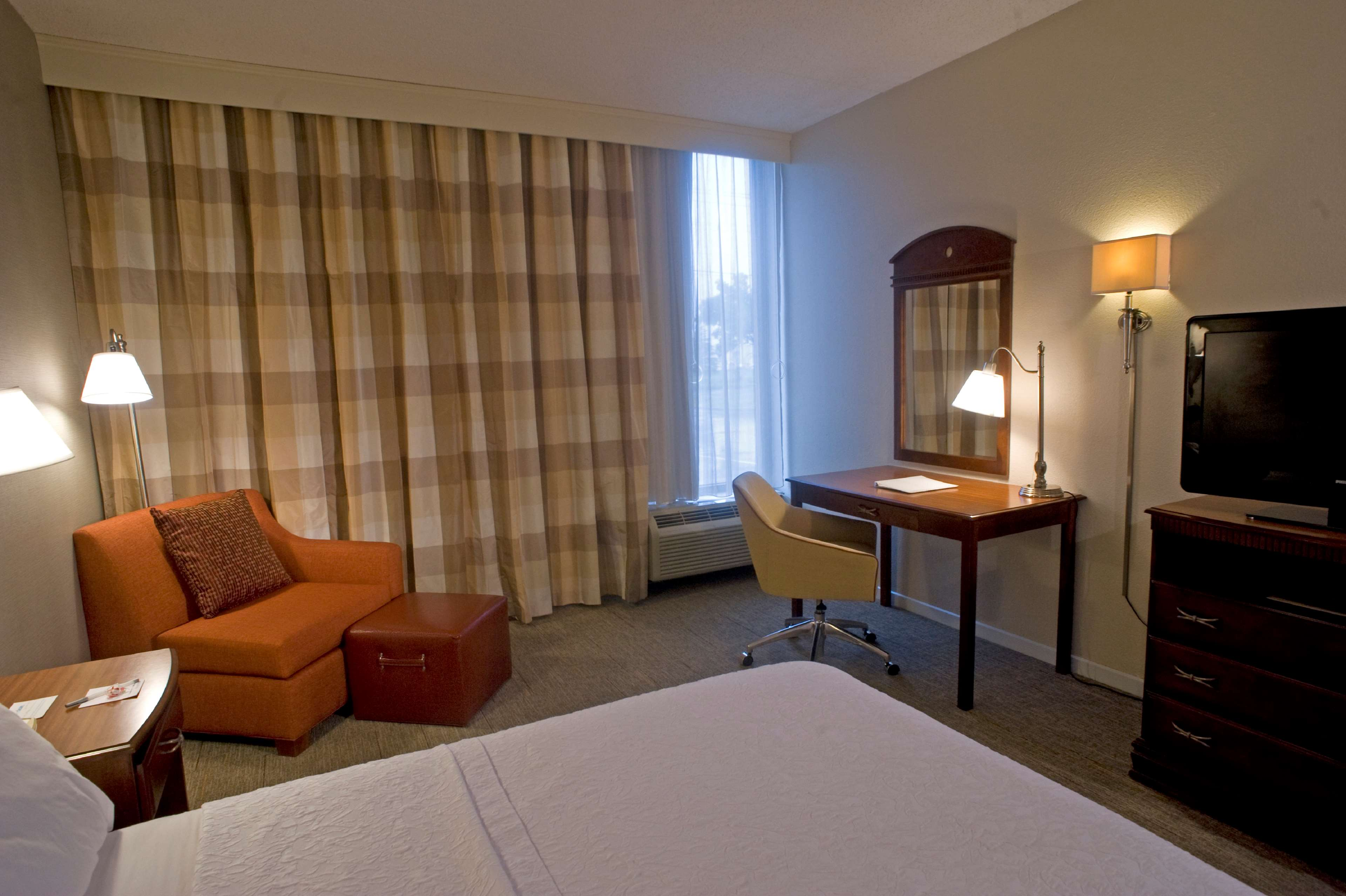 Hampton Inn Springfield-South image 13