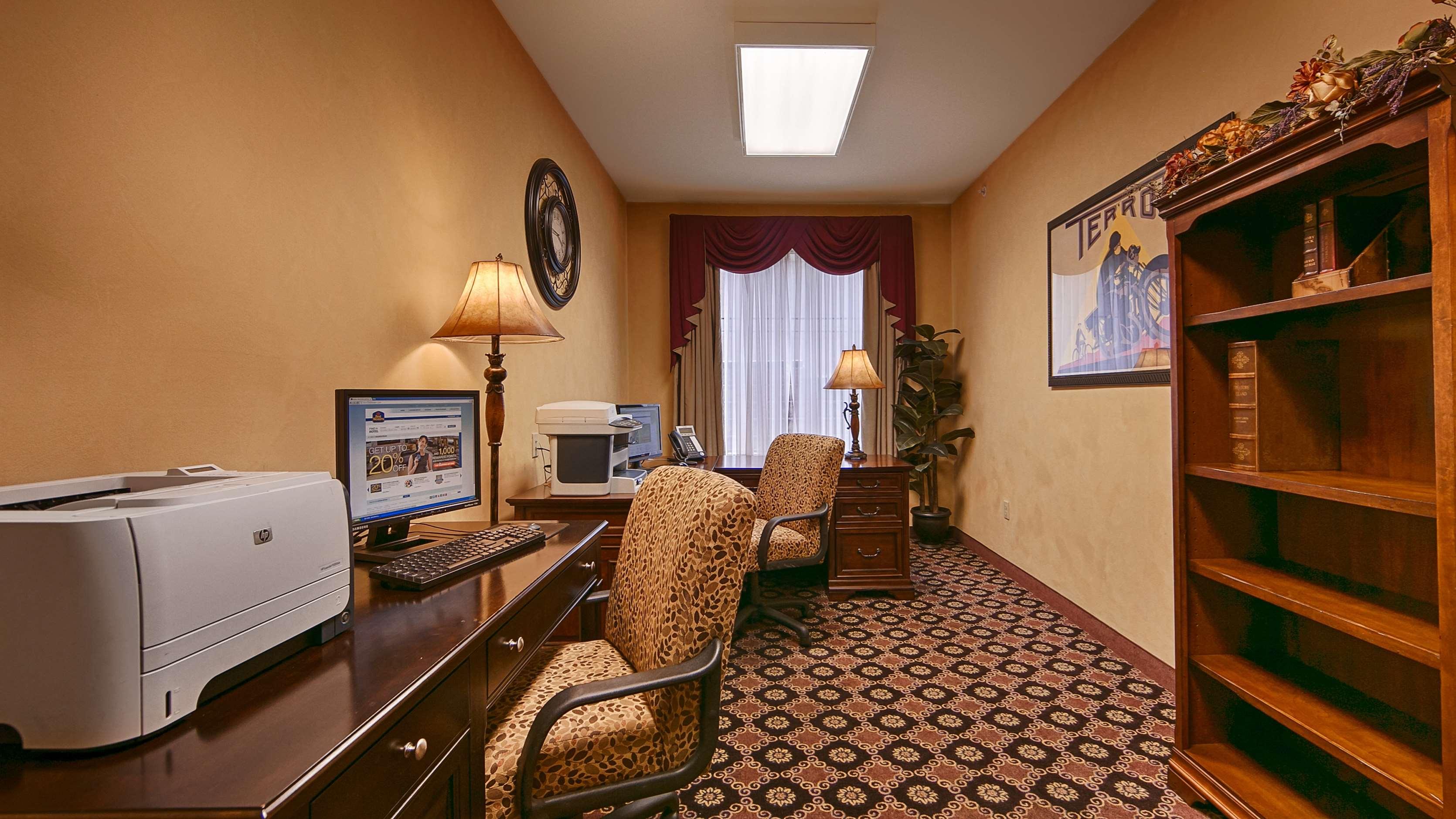 Best Western Plus Hannaford Inn & Suites image 9