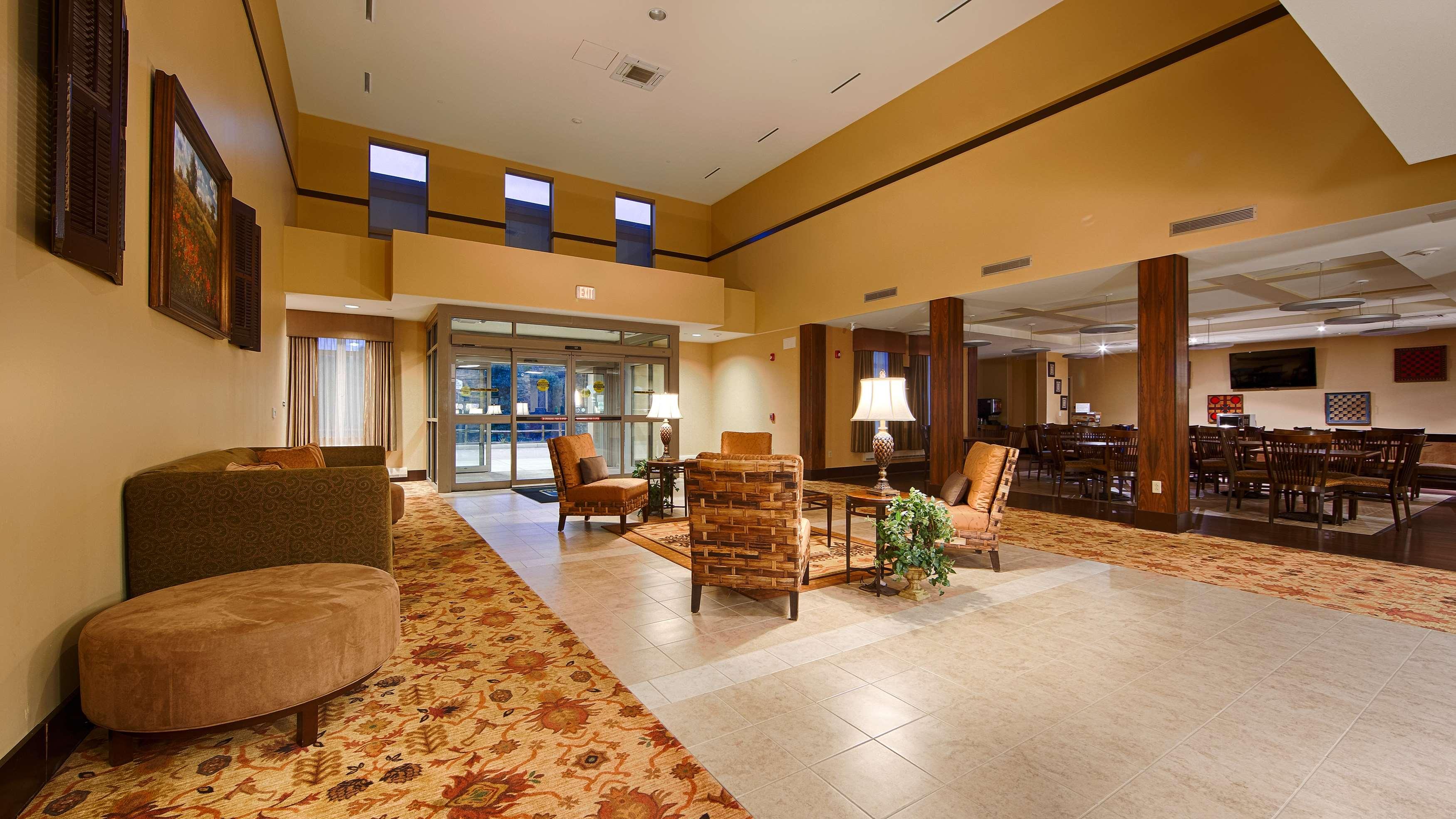 Best Western Plus University Park Inn & Suites image 3