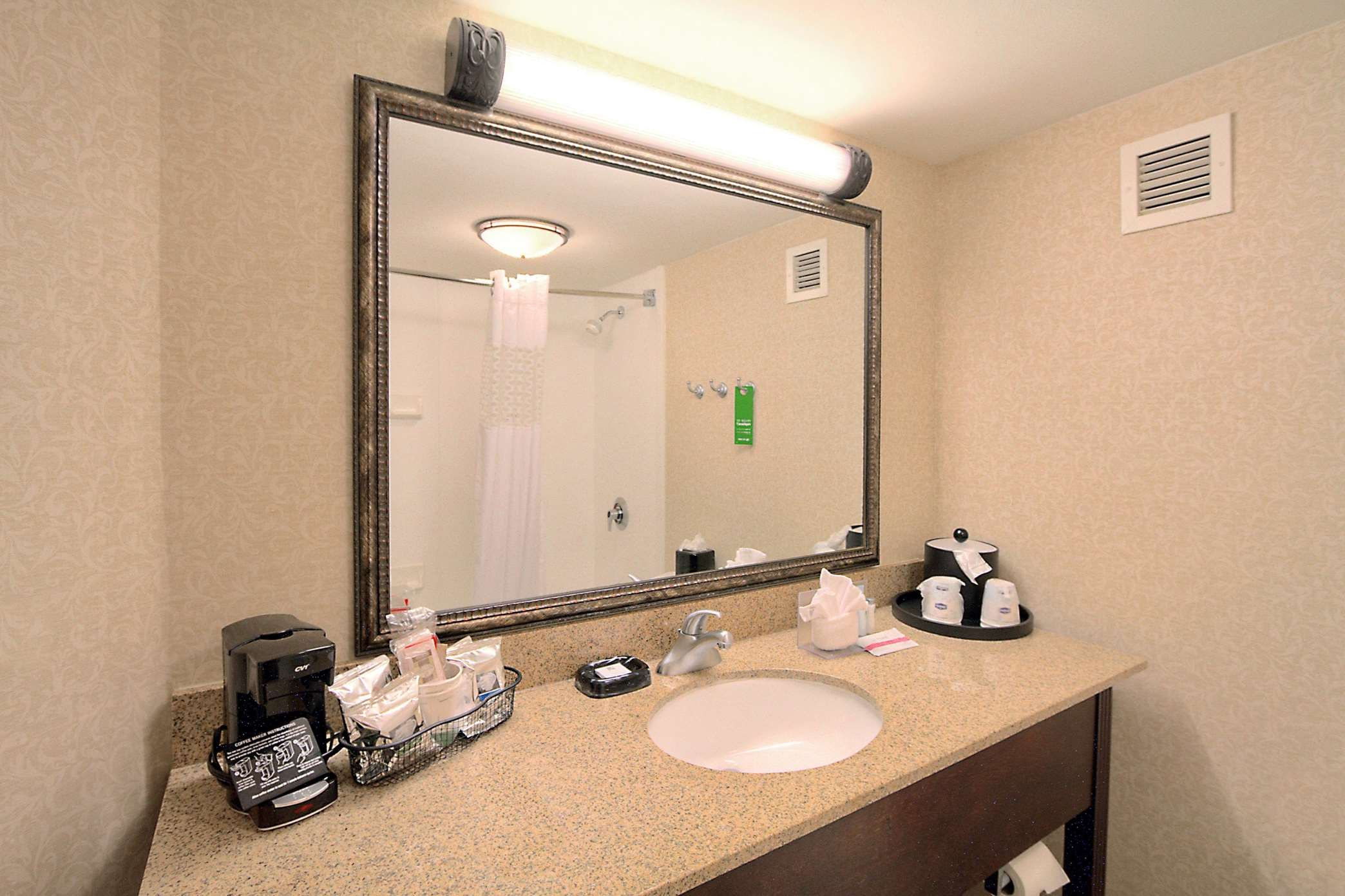 Hampton Inn Charlotte-University Place image 9