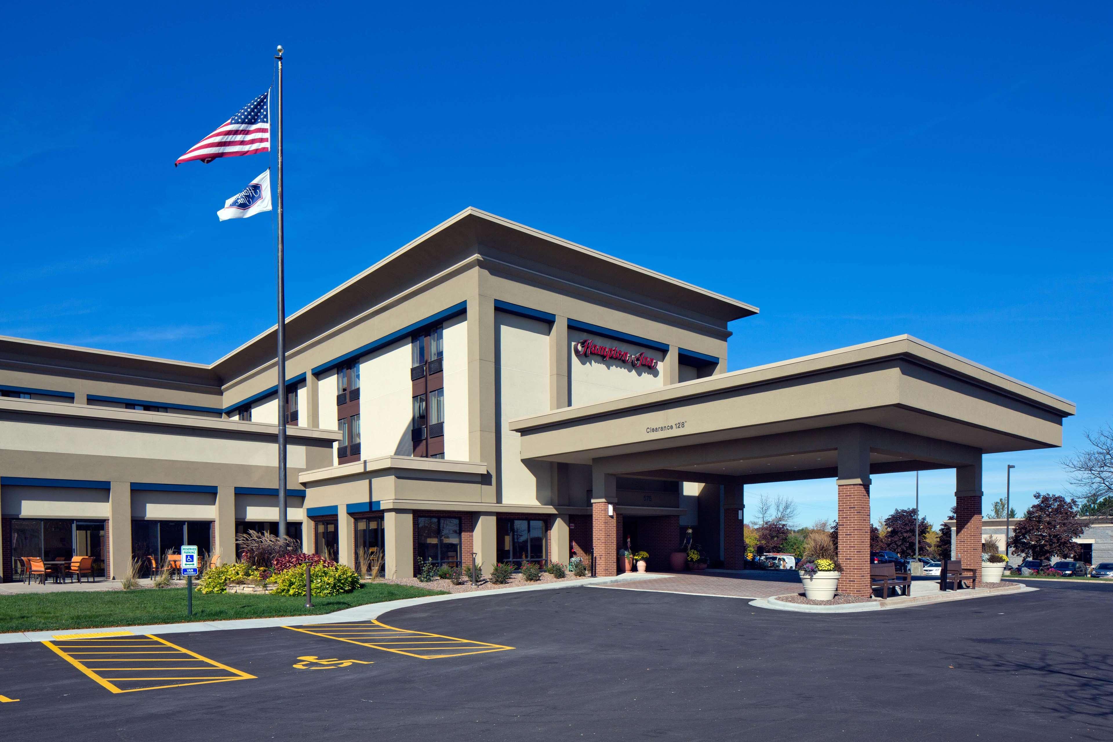 Hampton Inn Milwaukee/Brookfield image 0