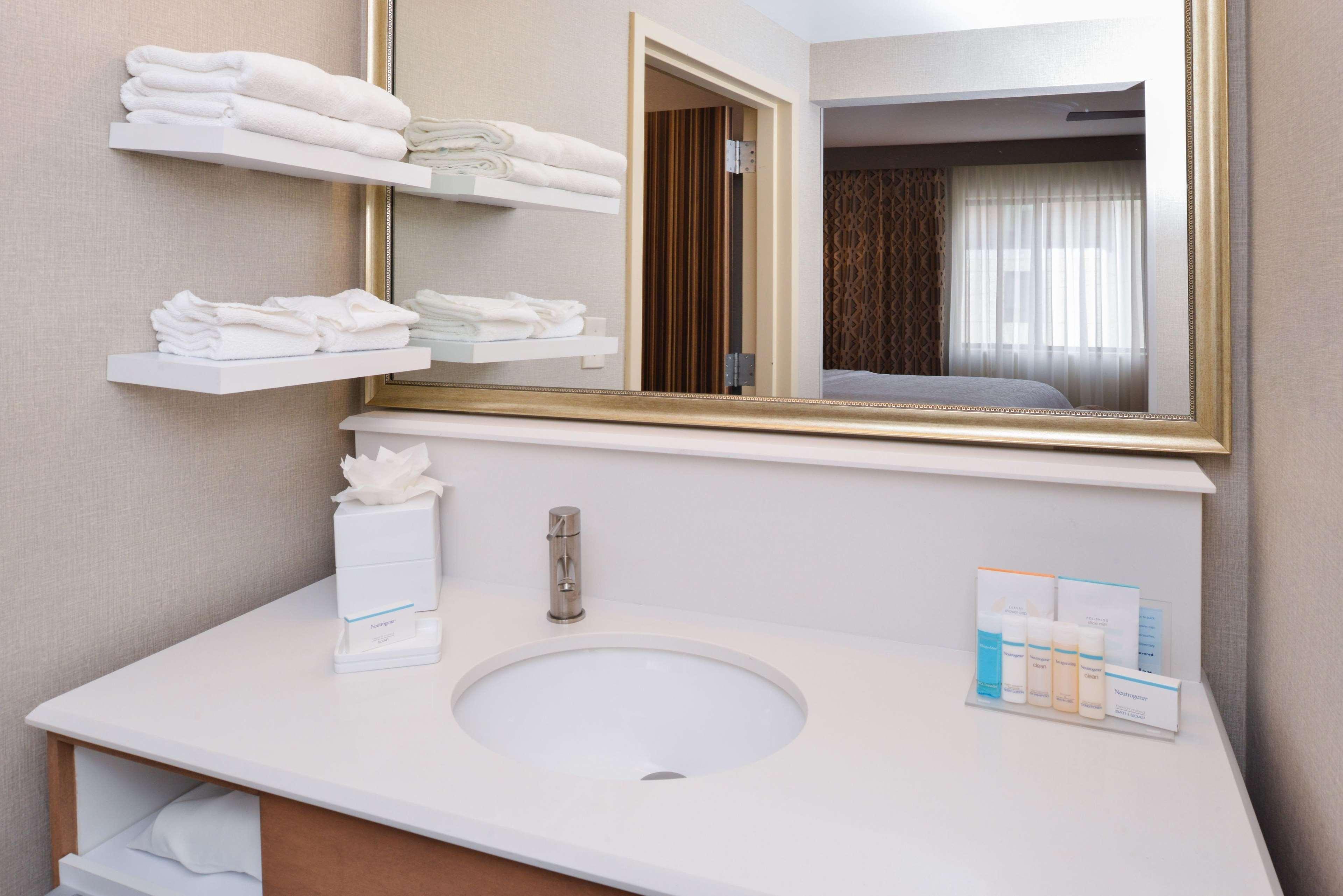 Hampton Inn & Suites Denver-Speer Boulevard image 13