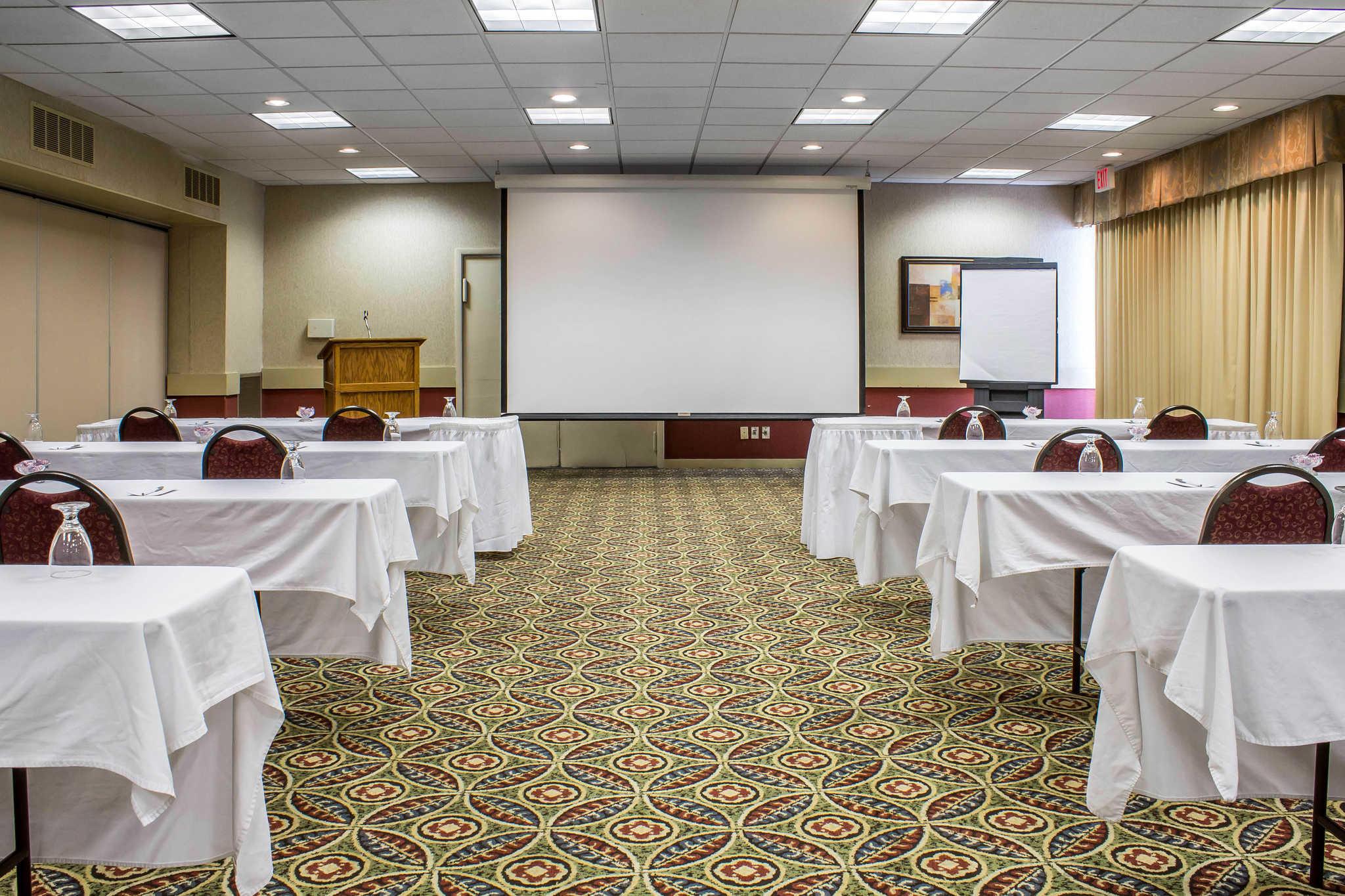Clarion Inn University Plaza image 28