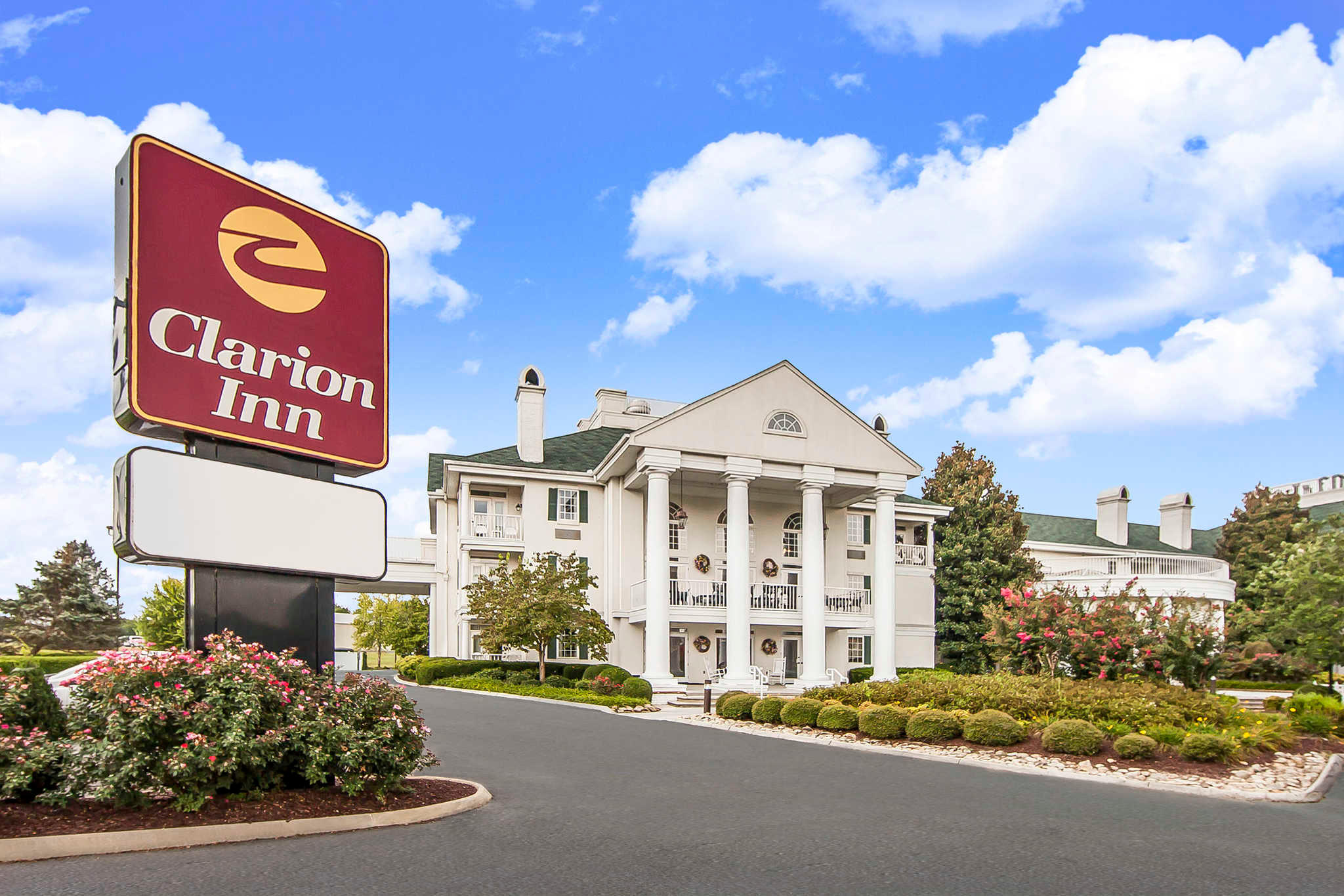 Clarion Inn Willow River In Sevierville  Tn