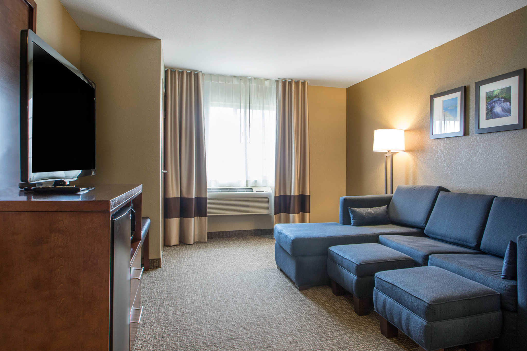 Comfort Suites Johnson Creek Conference Center image 15