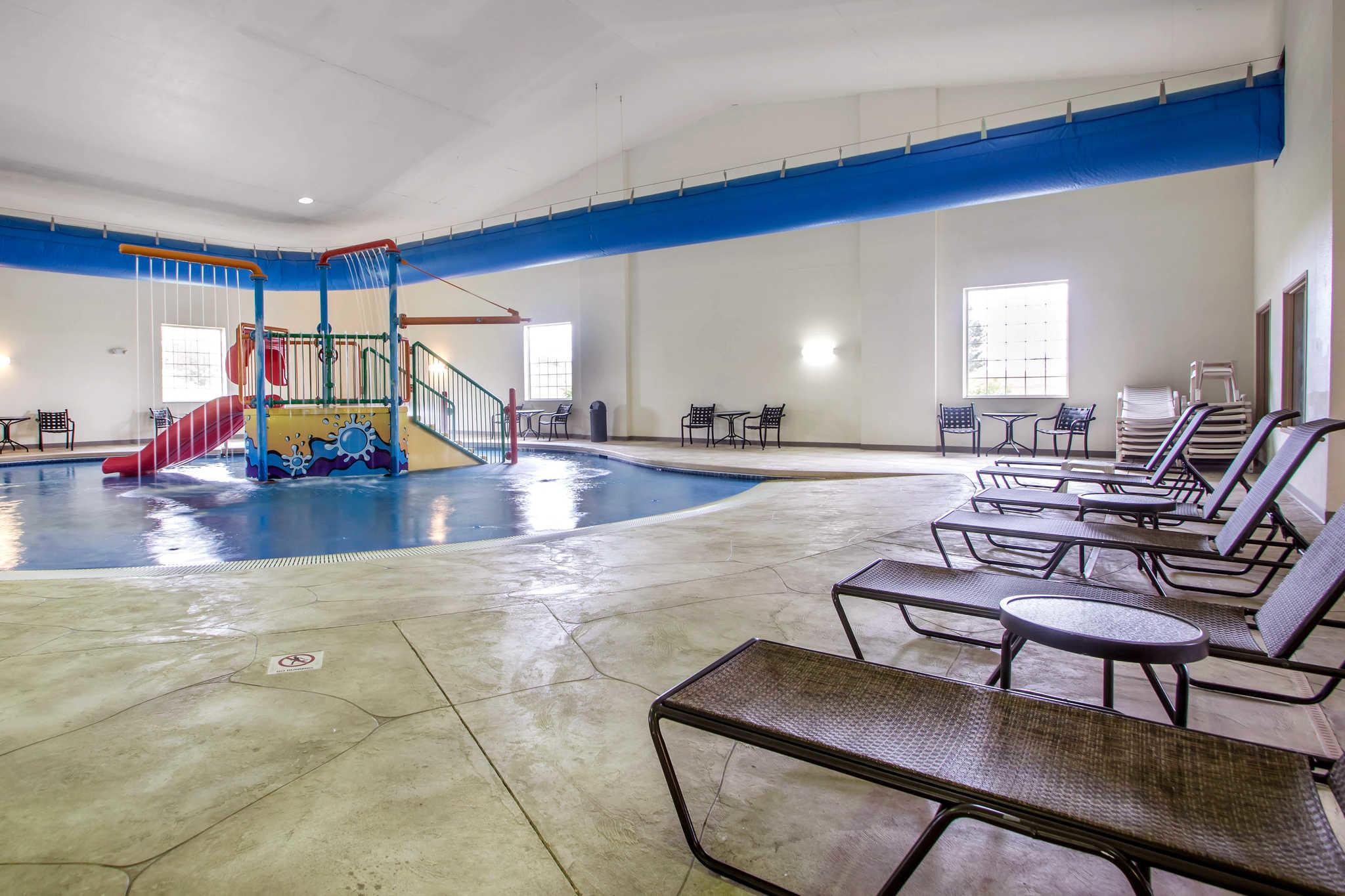 Comfort Suites Johnson Creek Conference Center image 25
