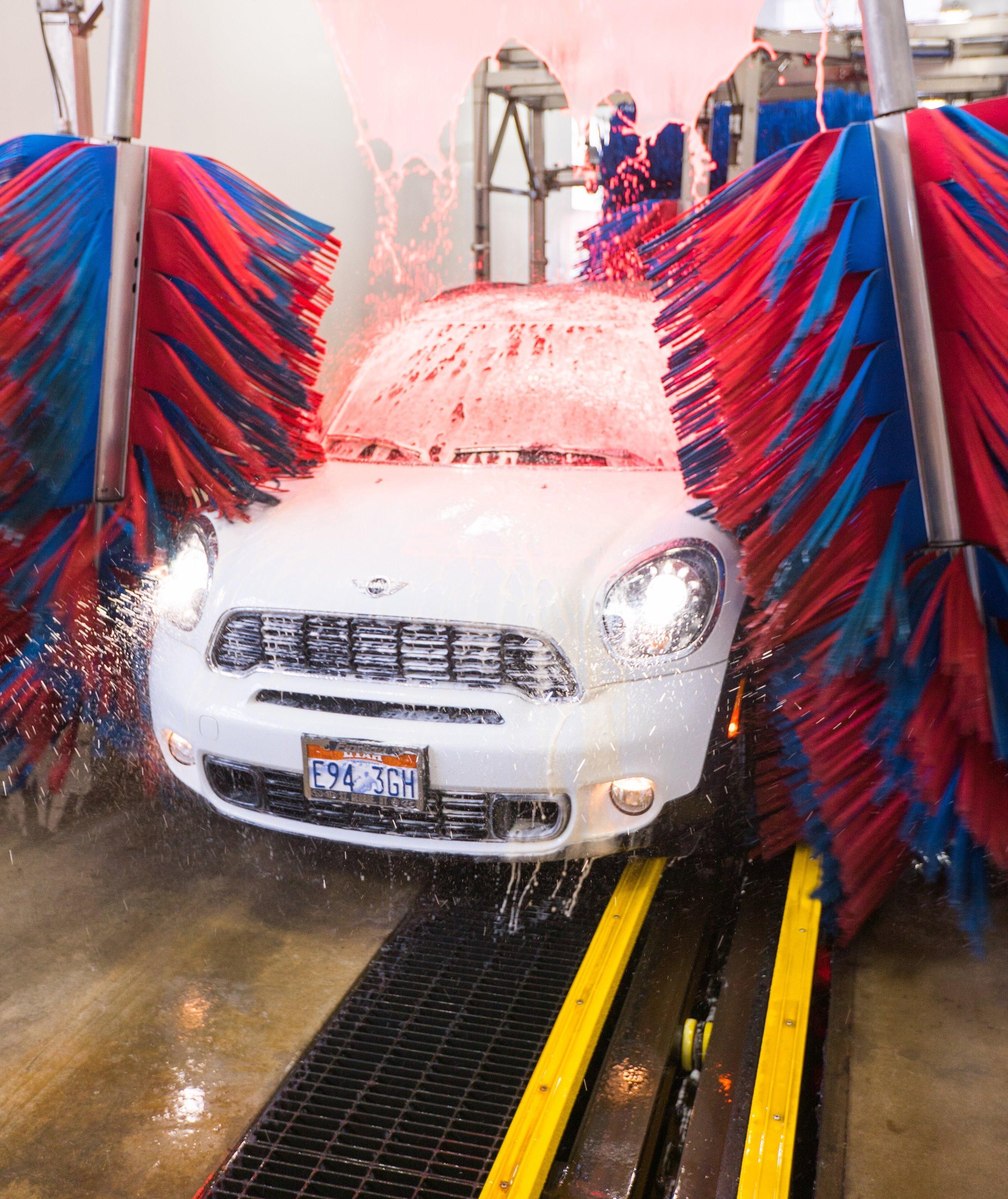 Tagg N Go Express Car Wash image 4