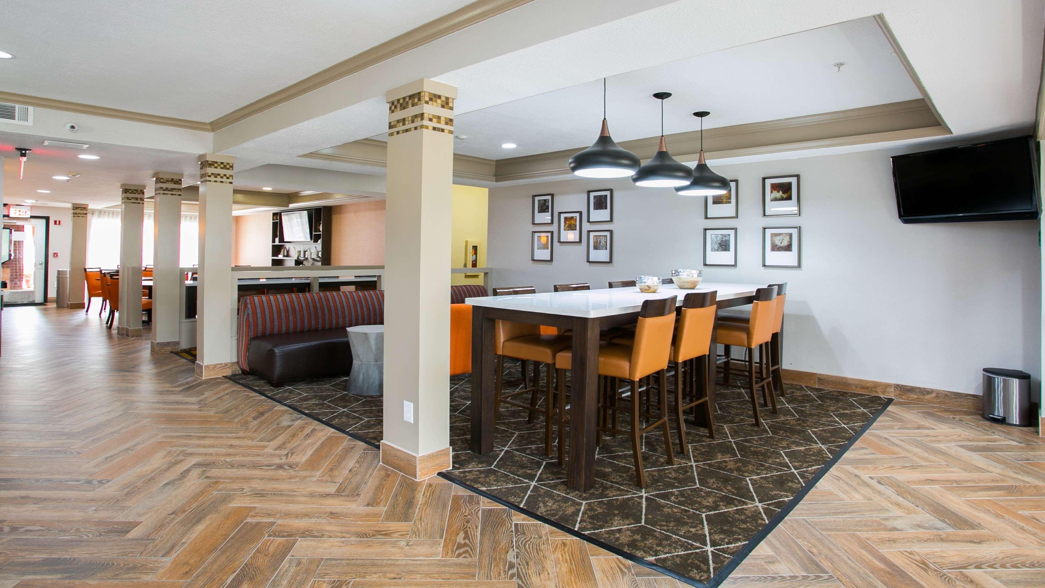 Best Western Plus Addison/Dallas Hotel image 3