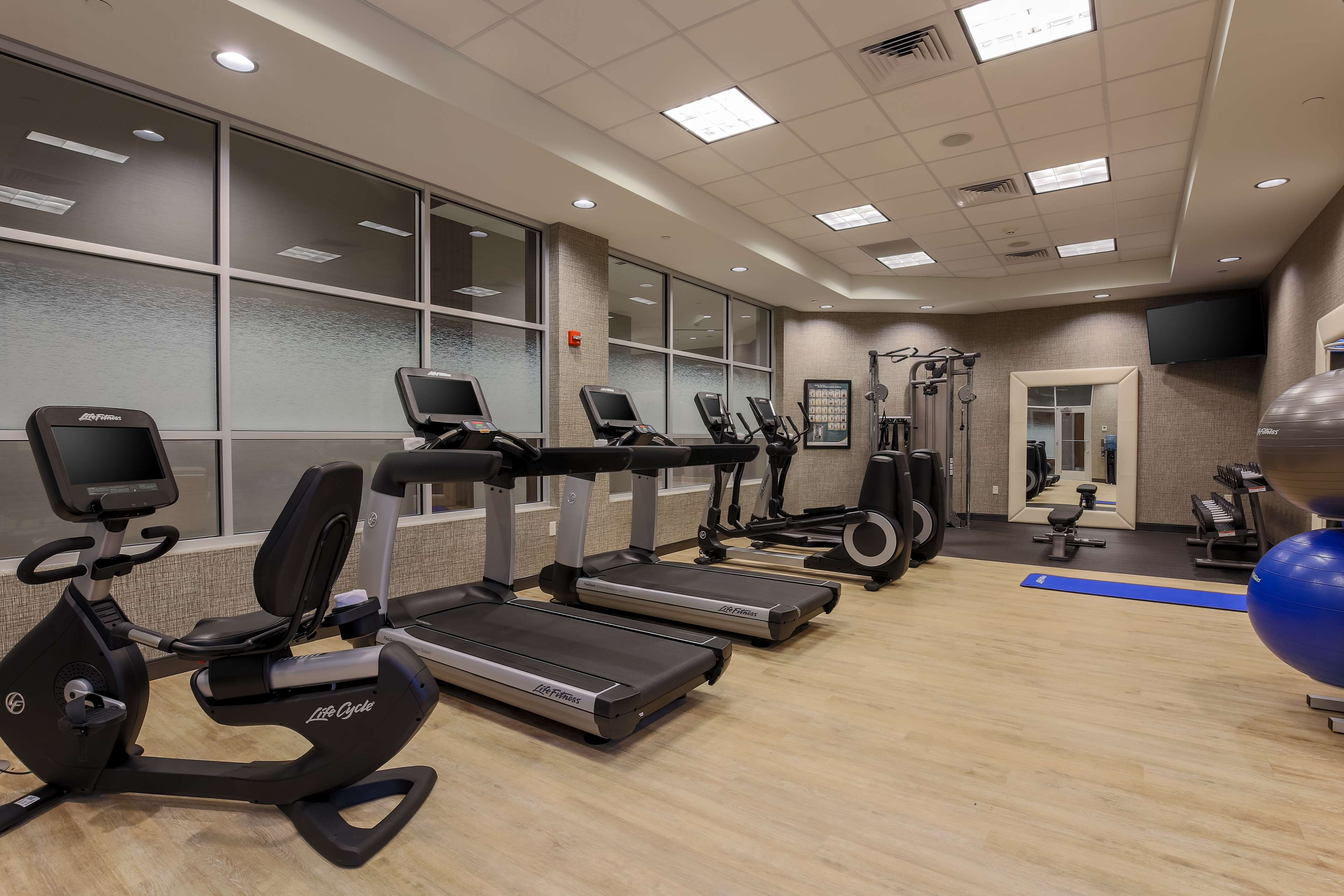 DoubleTree by Hilton Evansville image 16