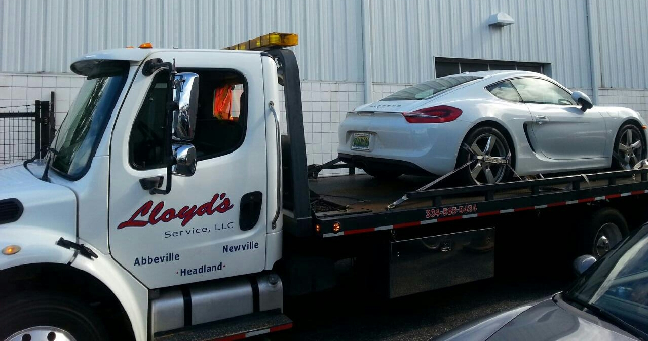 Lloyd's 24/7 Towing & Recovery image 0