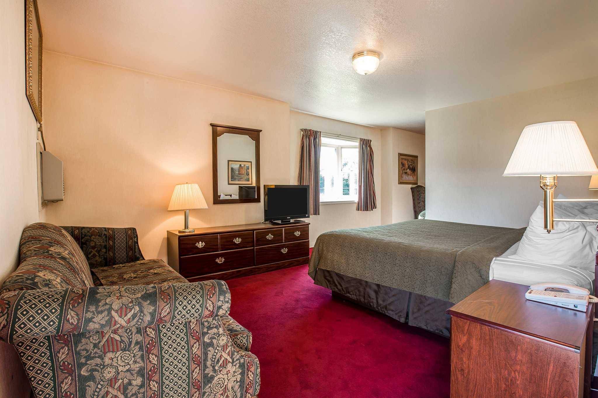 Quality Inn & Suites Mt. Chalet image 22