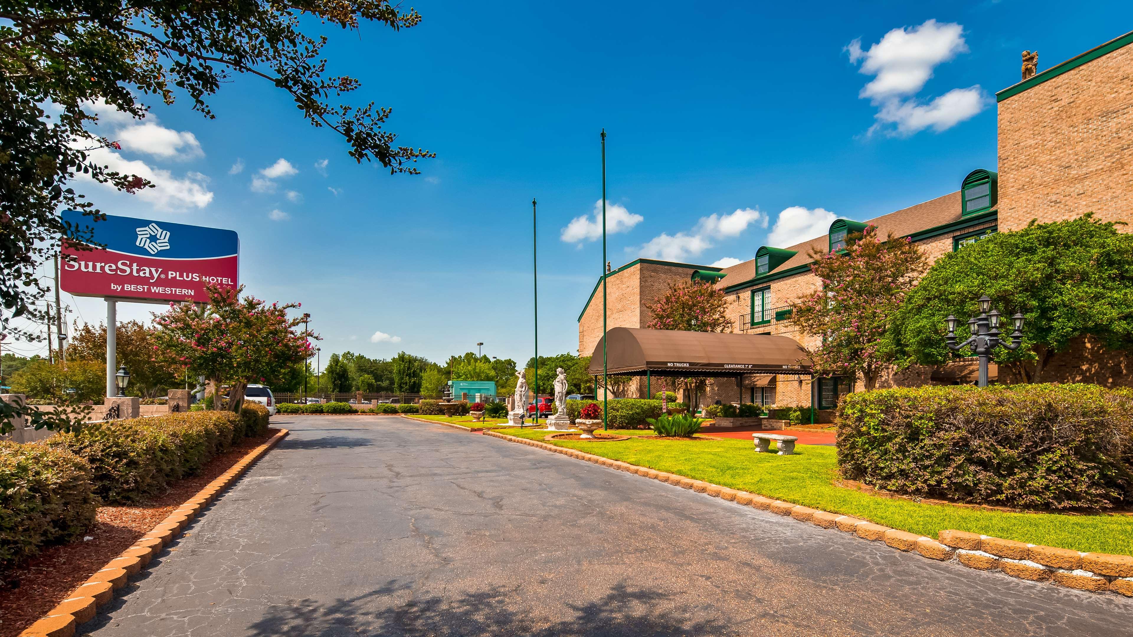 SureStay Plus Hotel by Best Western Baton Rouge image 0